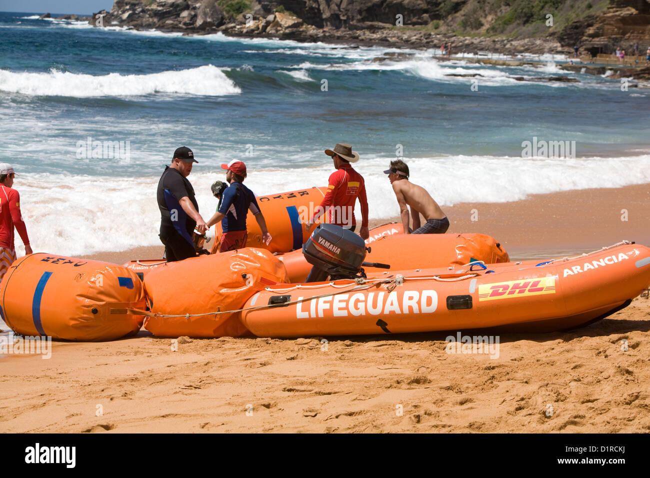 a409885d016 lifeguard and surf rescue team on avalon beach