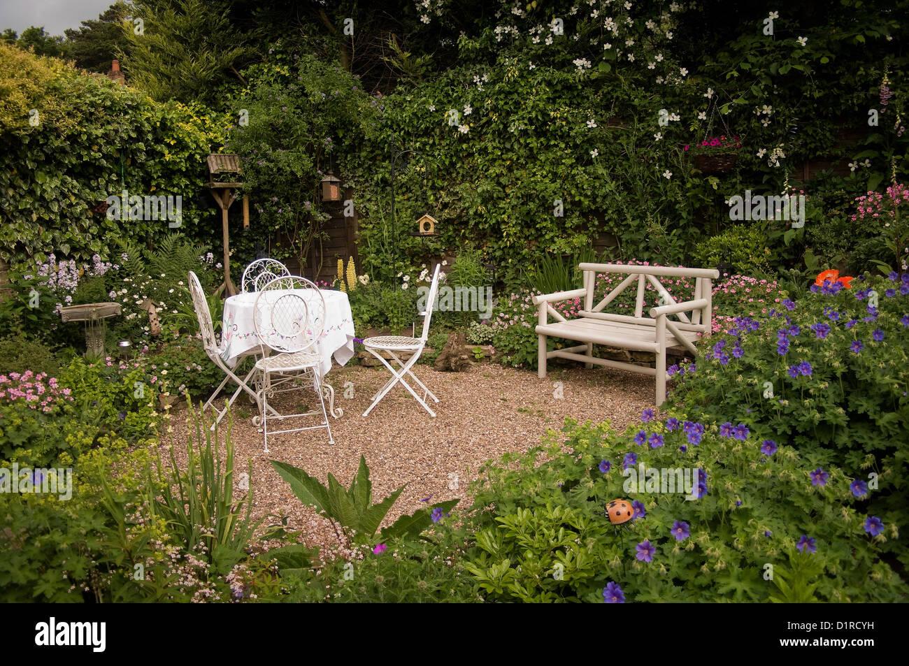 English Cottage Garden Stock Photo: 52760837 - Alamy