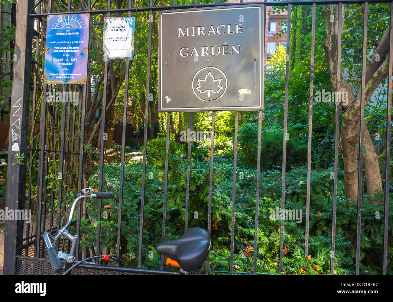 New York, NY, USA, Detail, Sign on Fence, East Village 'Miracle Garden' Community Gardens, Scenes, Local - Stock Image