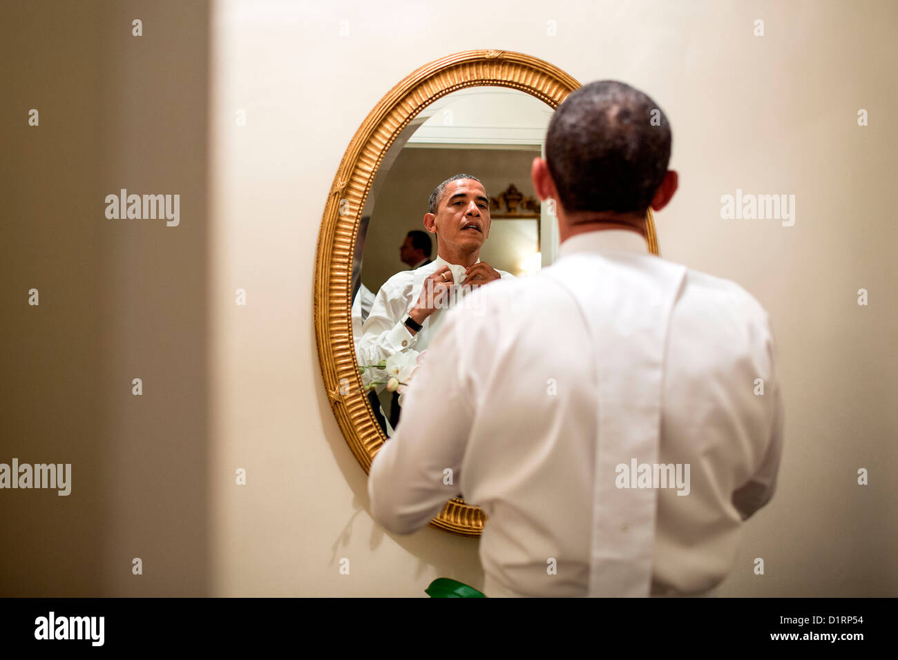 US President Barack Obama ties his white tie before the Alfred E. Smith dinner October 18, 2012 in New York, NY. - Stock Image
