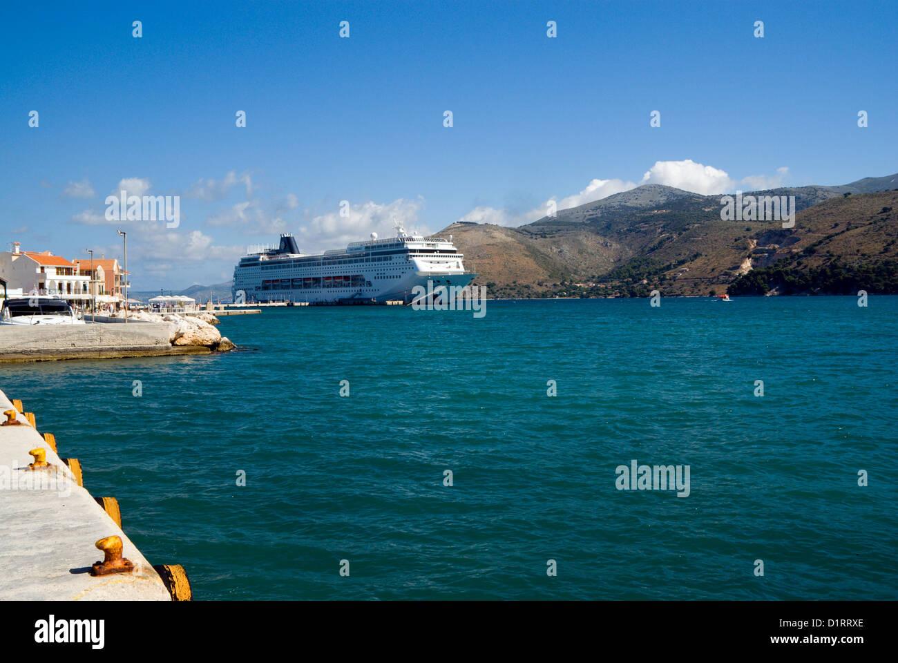Cruise ship MSC Armonia moored in Argostoli Bay, Arostoli, Kefalonia, Ionian Islands, Greece. - Stock Image