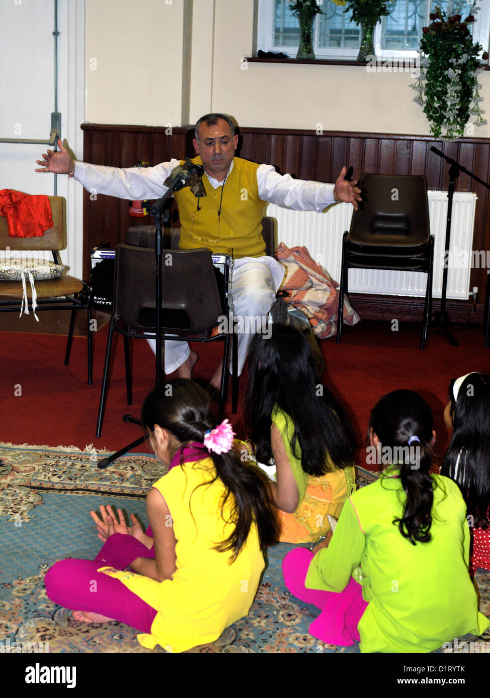 Priest Telling Children the Story of Holi in Hindu Centre Wimbledon London England - Stock Image
