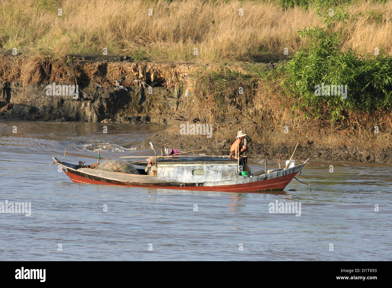 house boat or boat house,where some vietnames people work and living with their families  in mekong river,saigon,vietnam - Stock Image
