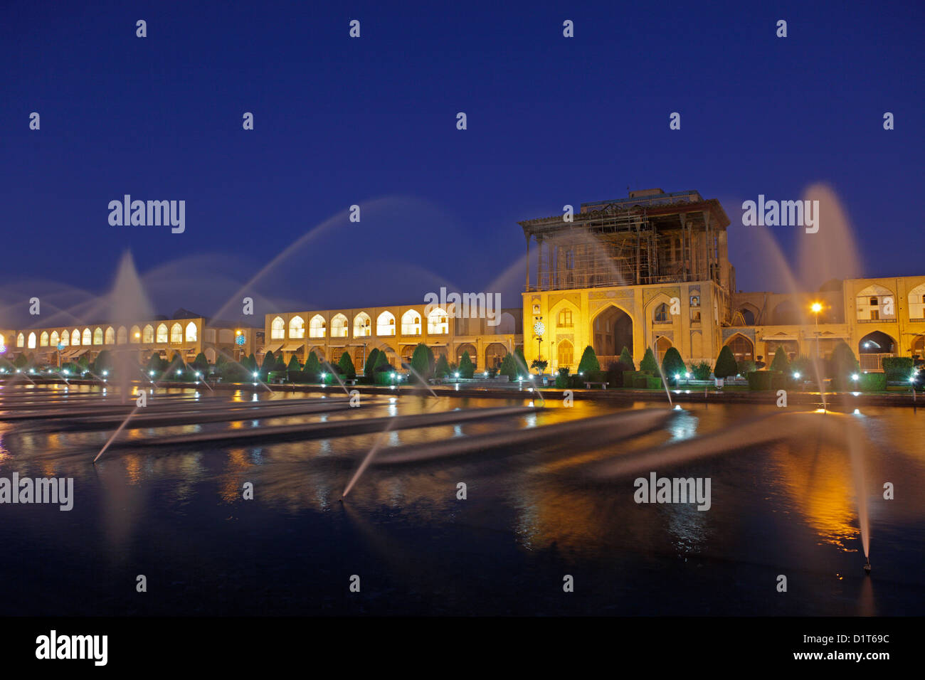 Ali Qapu palace at dusk in Naqsh-e Jahan Square, Isfahan, Iran Stock Photo