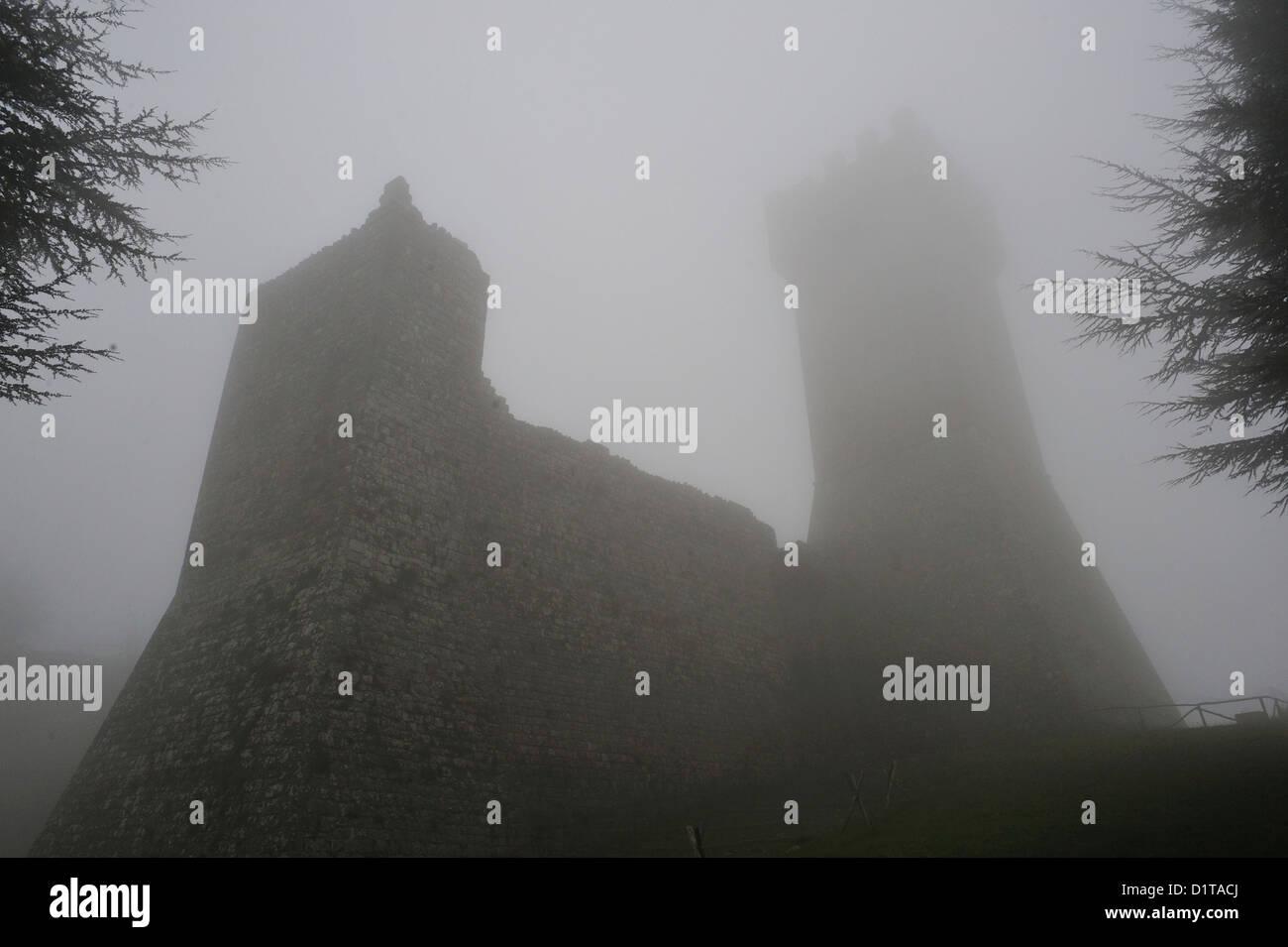 Radicofani medieval stronghold, Val d'Orcia, Siena, Tuscany, Italy - Stock Image