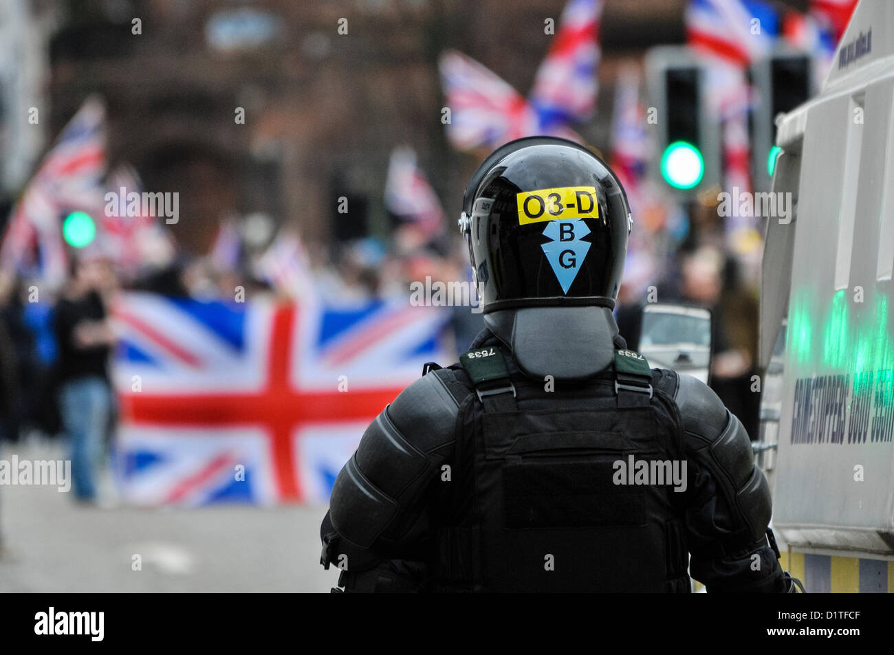 5th January 2013. Belfast, Northern Ireland - A PSNI Officer from the Tactical Support Group (TSG) watches as over - Stock Image