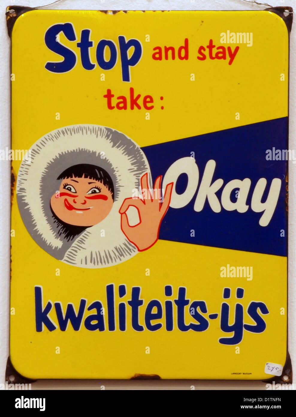 Enamel advert, STOP and stay take Okay, kwaliteits-ijs - Stock Image