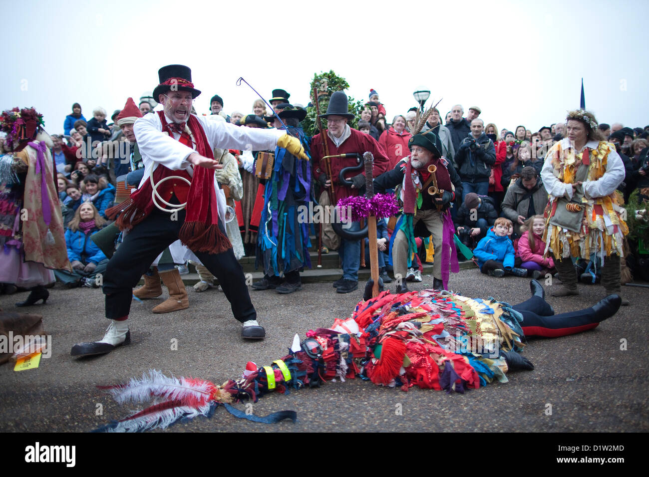 Sunday January 6th 2013, London, UK.  The Holly Man, Green Man and Bankside Mummers arrive on the Bankside, near - Stock Image