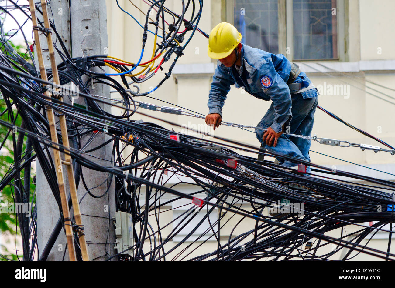 electrical wiring mess stock photos electrical wiring mess stock rh alamy com Residential Electrical Wiring Diagrams Dangerous Electrical Wiring