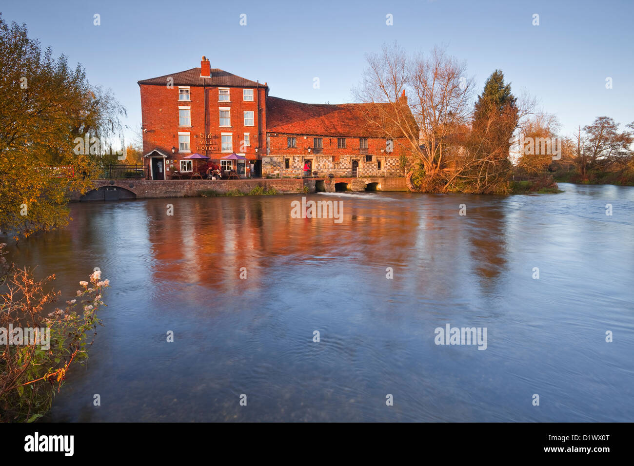 The Old Mill pub, restaurant and hotel in Harnham. Stock Photo