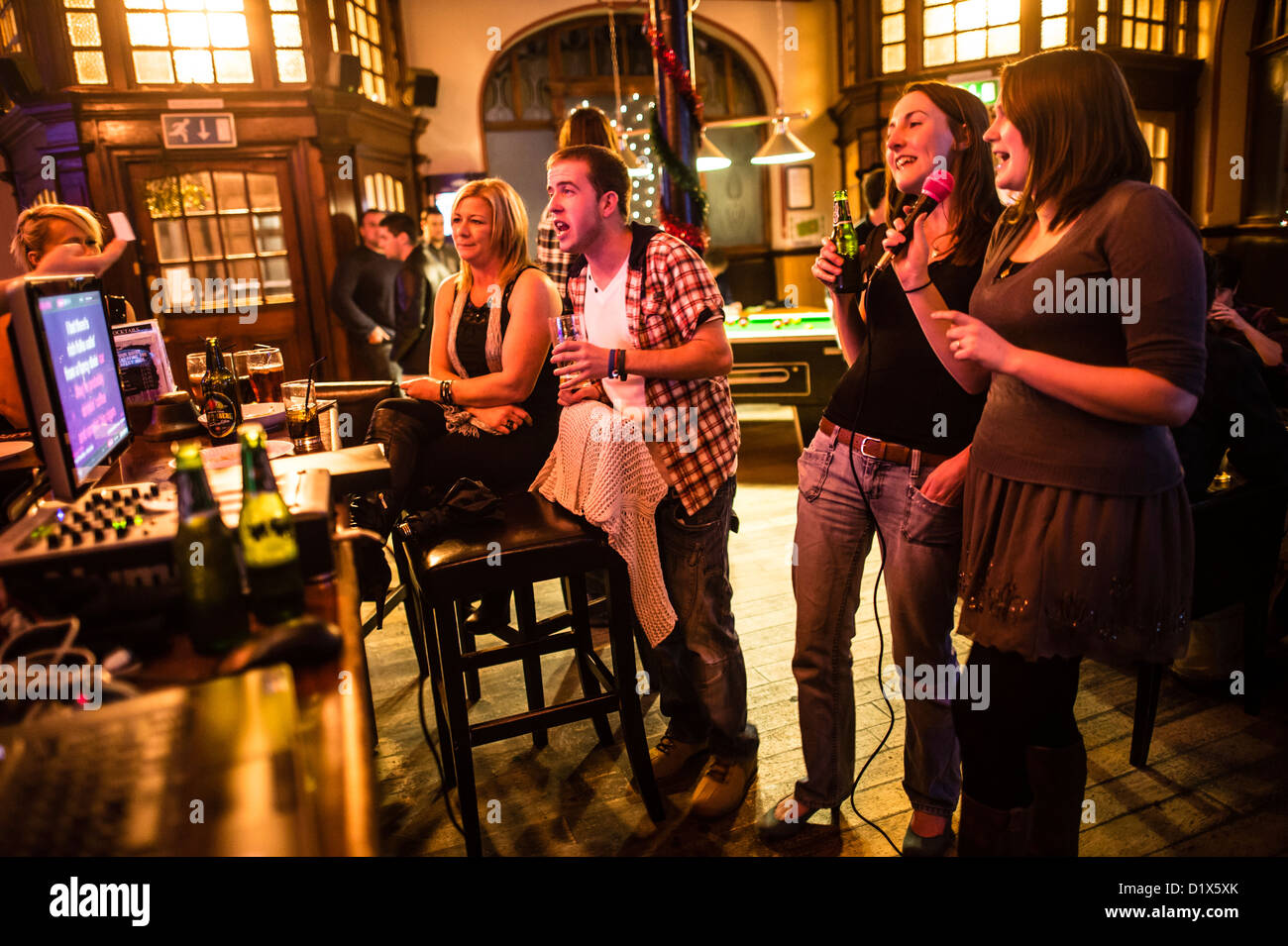 Karaoke Pub Stock Photos Amp Karaoke Pub Stock Images Alamy