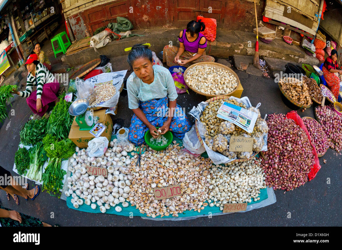 Busy street market in Central Yangon, Myanmar - Stock Image