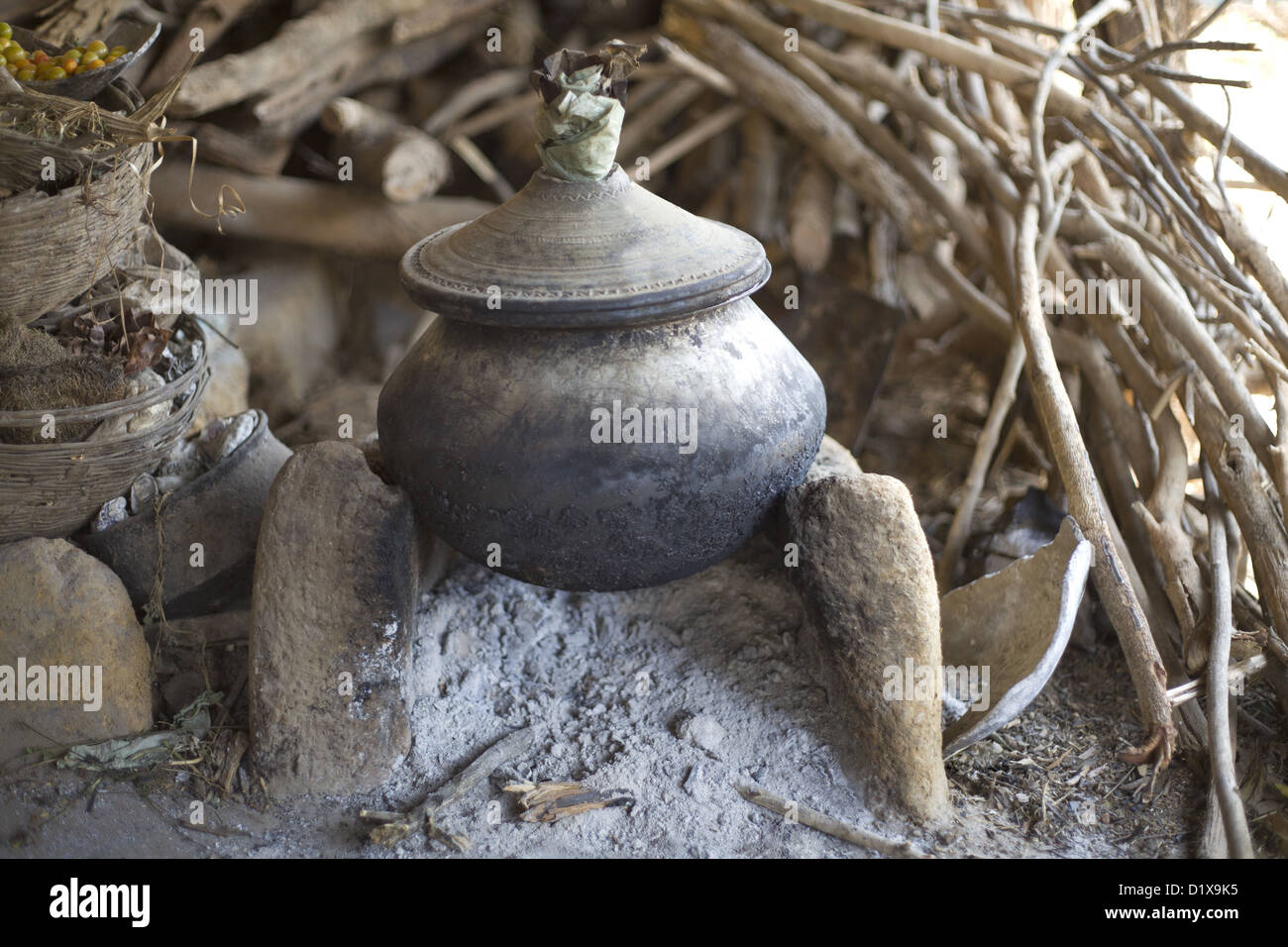 Mud vessel used for water and cooking food, Gond tribe, Gadchiroli, Maharashtra, India. Stock Photo