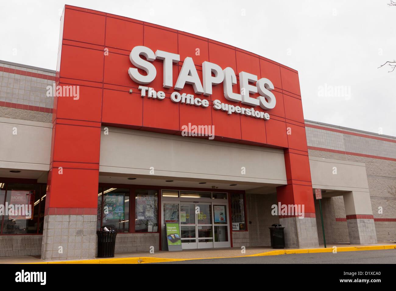 Staples retail store - Stock Image
