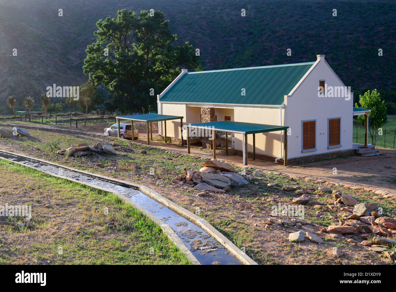 Cape cottage on farm in Klein Karoo, South Africa - Stock Image
