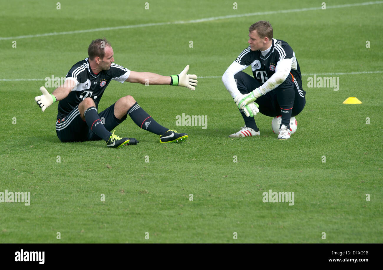 FC Bayern Muenchen's goalkeepers Tom Starke (L) and Manuel Neuer sit on the pitch during the training camp in - Stock Image