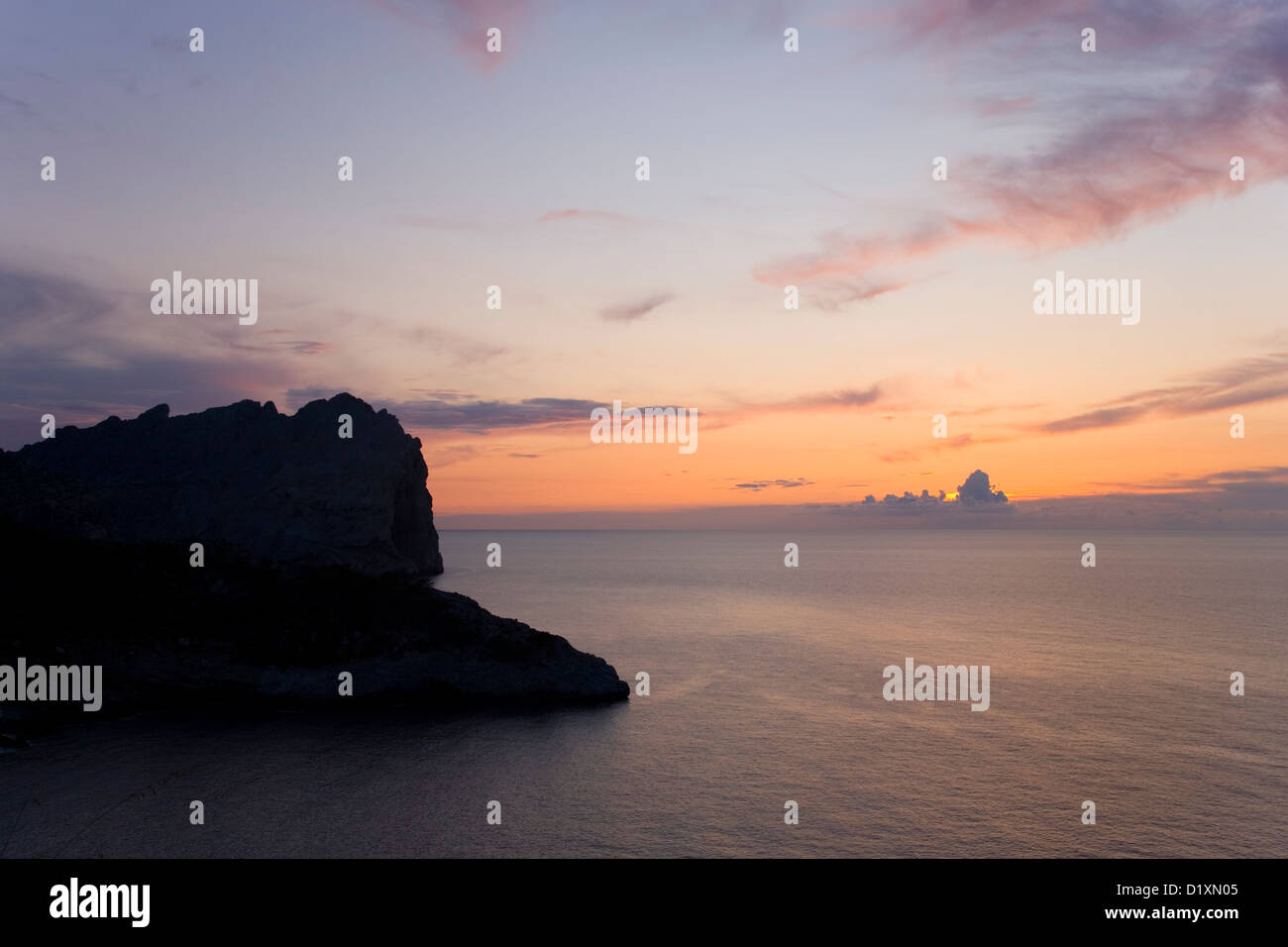 Port de Pollença, Mallorca, Balearic Islands, Spain. Pink sky over the Mediterranean after sunset, Formentor Peninsula. Stock Photo
