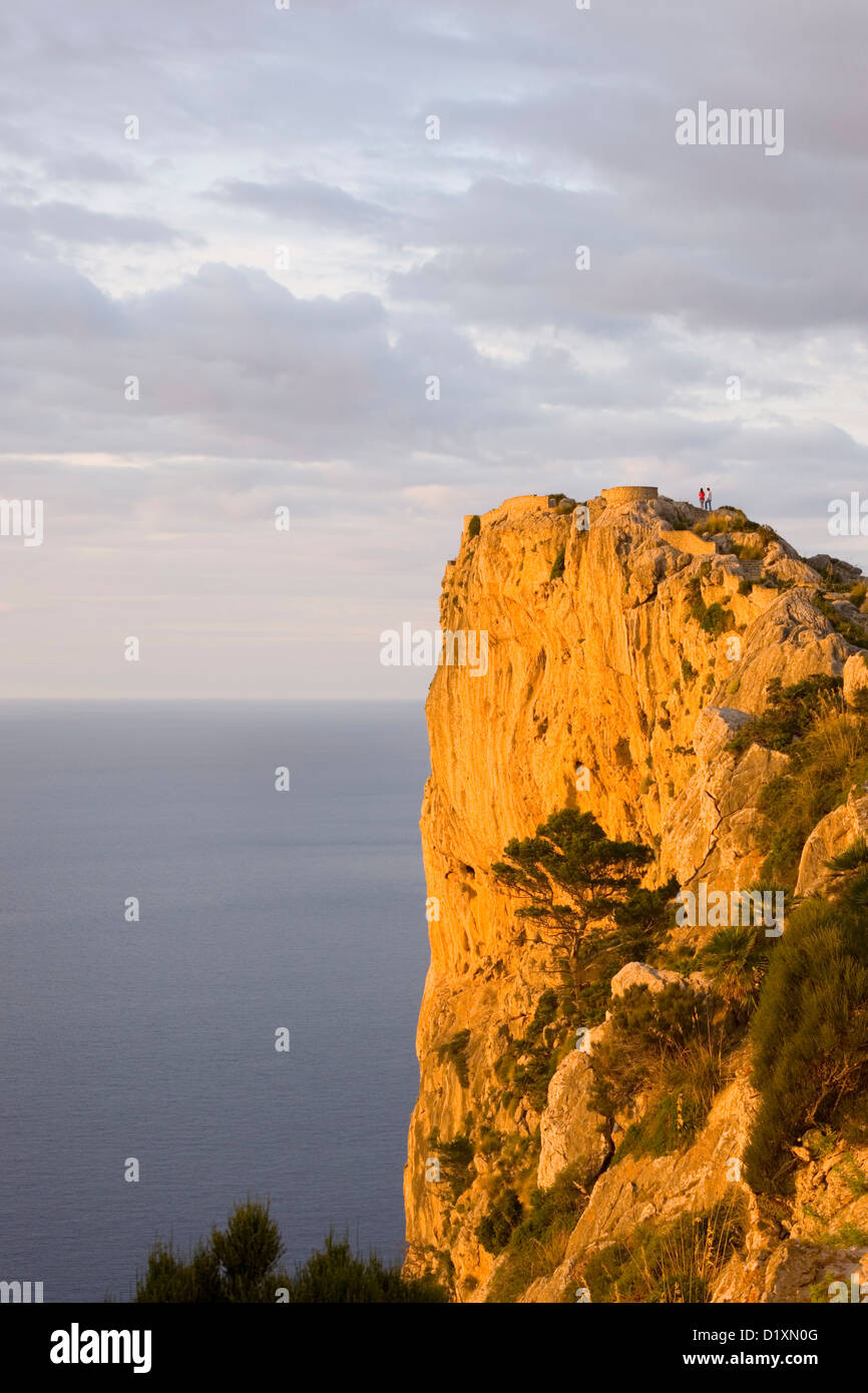 Port de Pollença, Mallorca, Balearic Islands, Spain. Sunset lighting cliffs of the Formentor Peninsula at Mirador - Stock Image