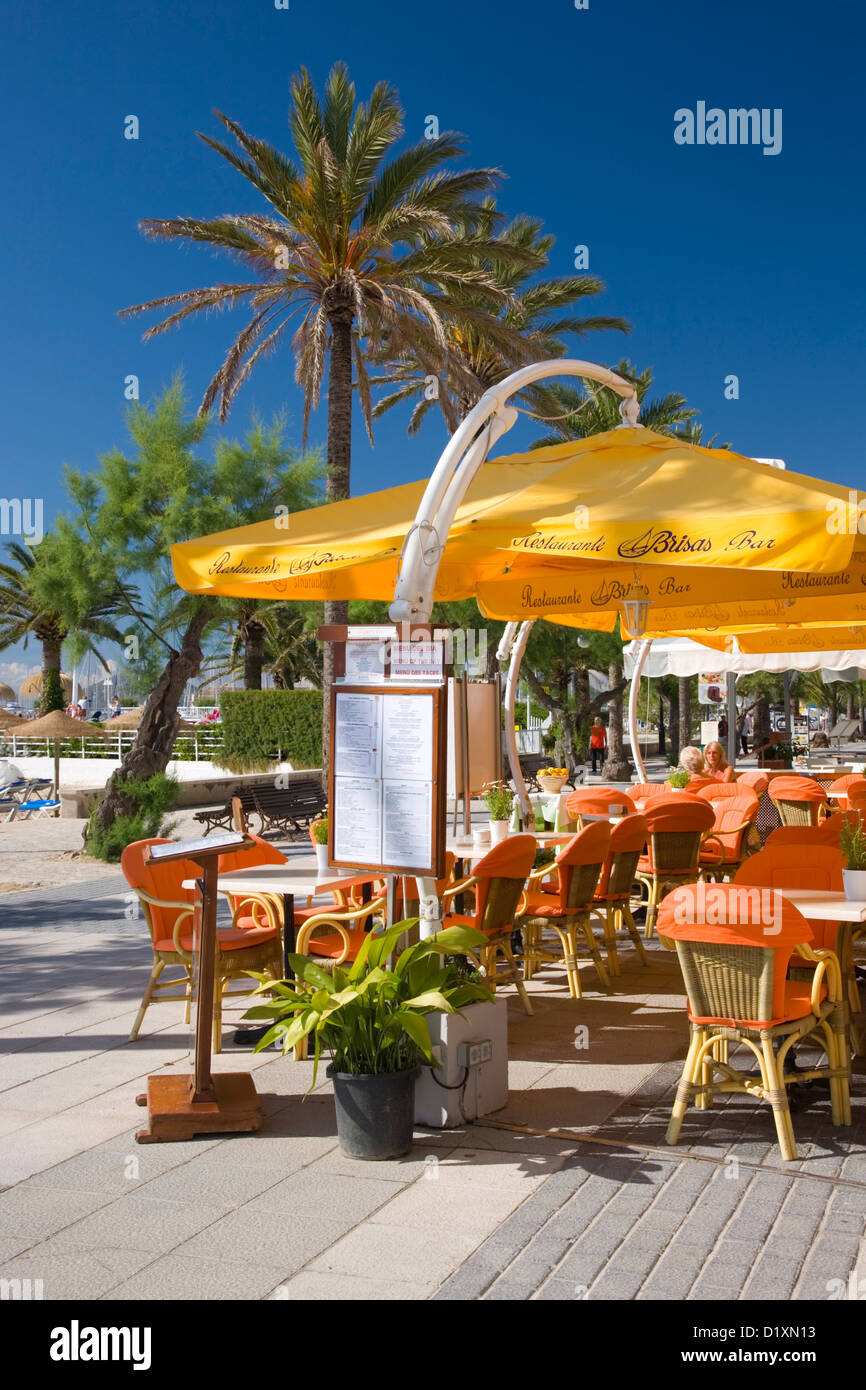 Port de Pollença, Mallorca, Balearic Islands, Spain. Colourful terrace of the Brisas bar-restaurant on the - Stock Image