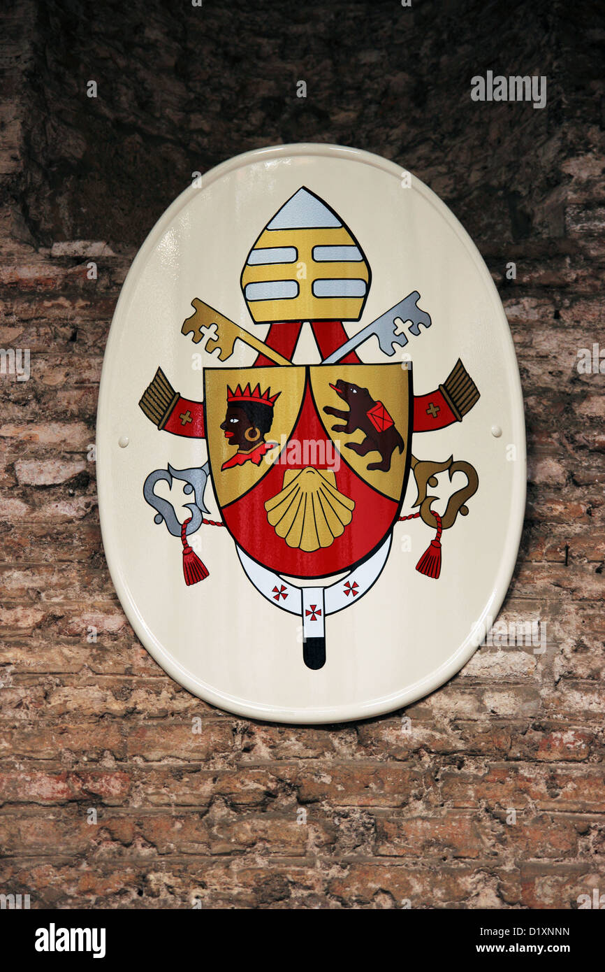 Pope Joseph Ratzinger family shield with symbols: brown bear and Moor's head - Stock Image