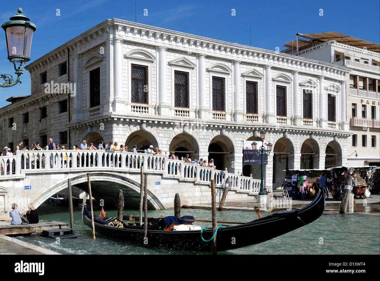 Straw bridge Ponte della Paglia in Venice. - Stock Image