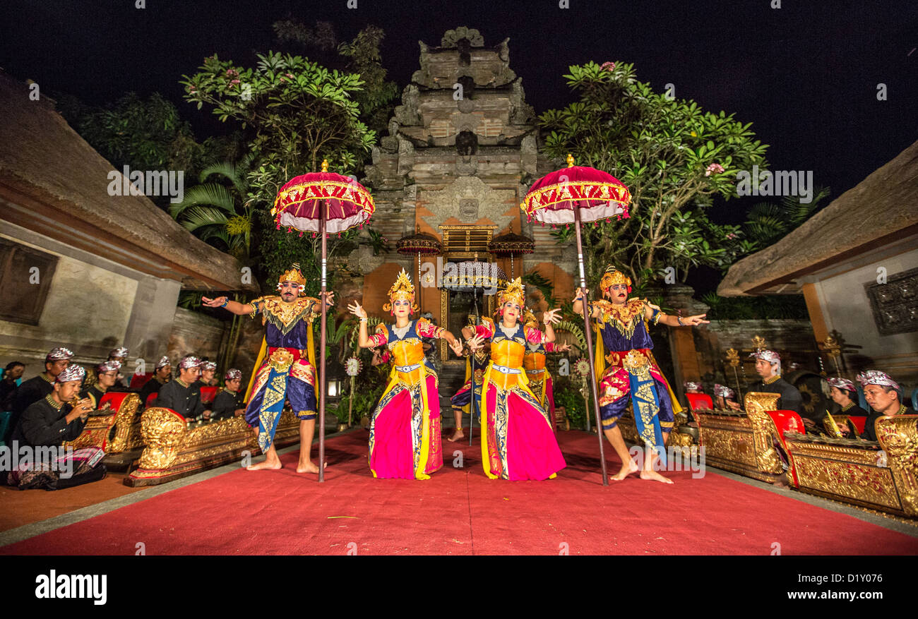Traditional Balinese dance at the Ubud Palace, Ubud, Bali, Indonesia - Stock Image