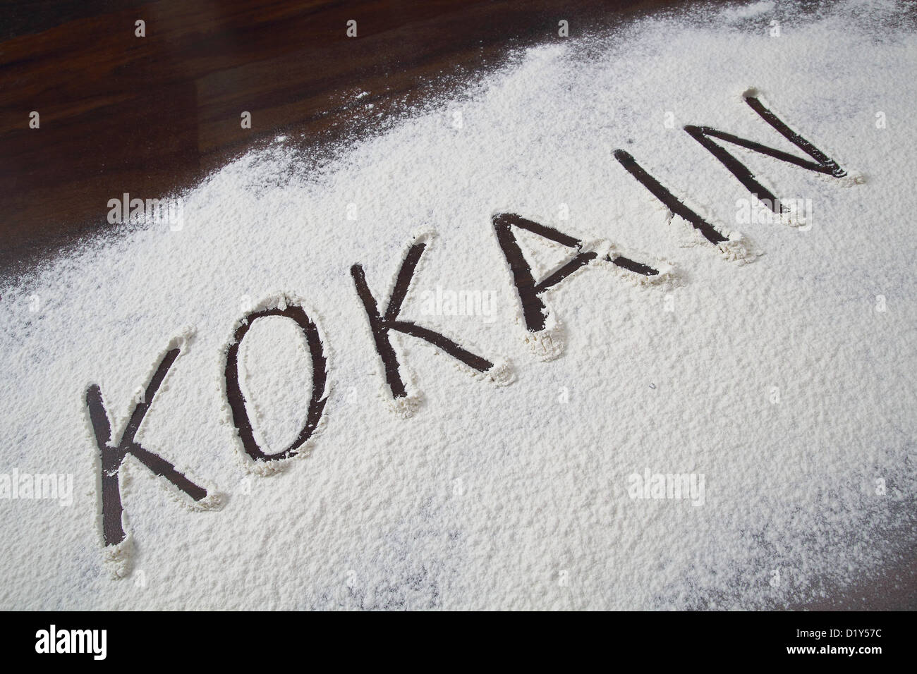 The word Cocaine written in a white powder - Stock Image