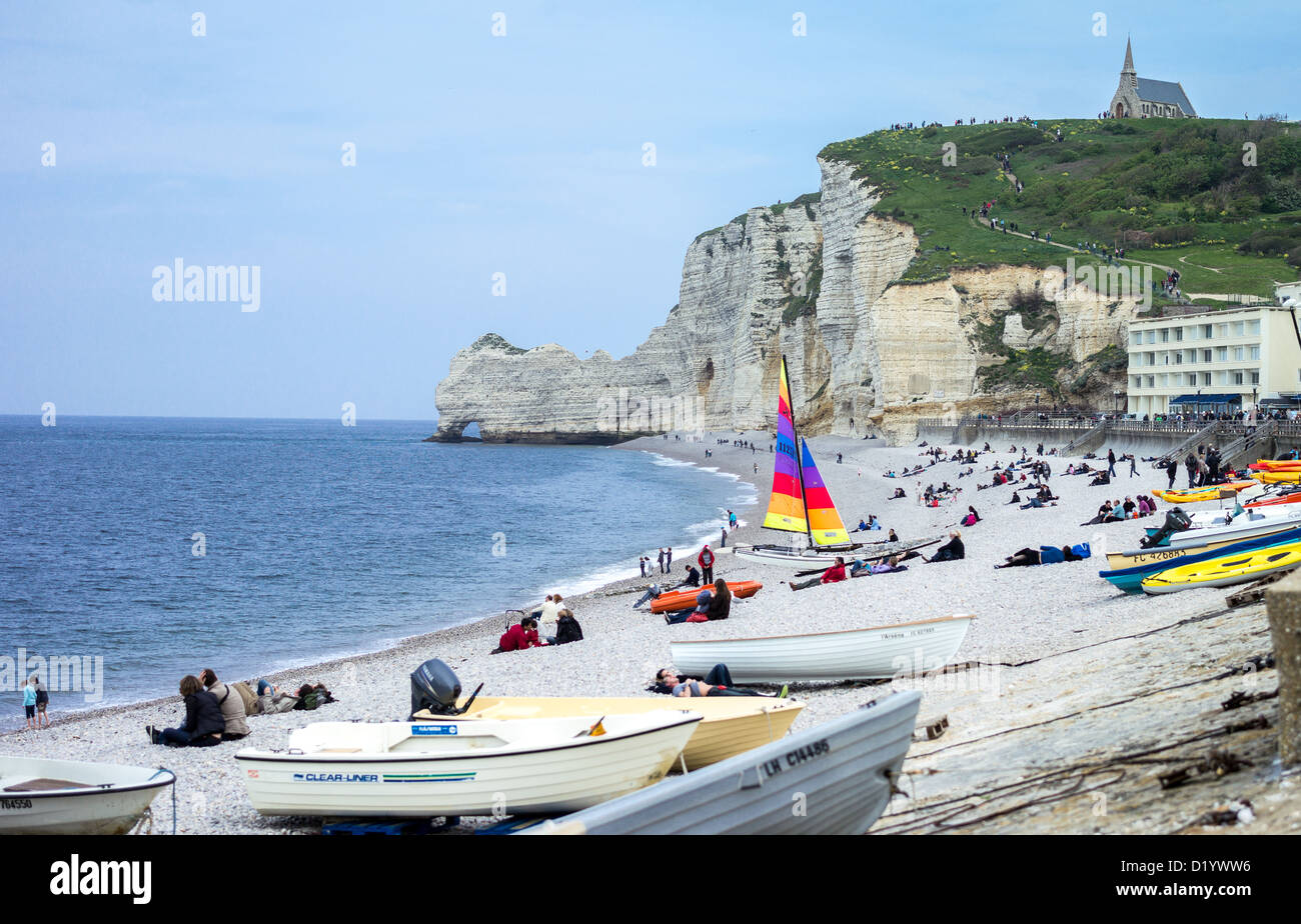 France, Normandy, people in the beach with cliffs of Etretat - Stock Image