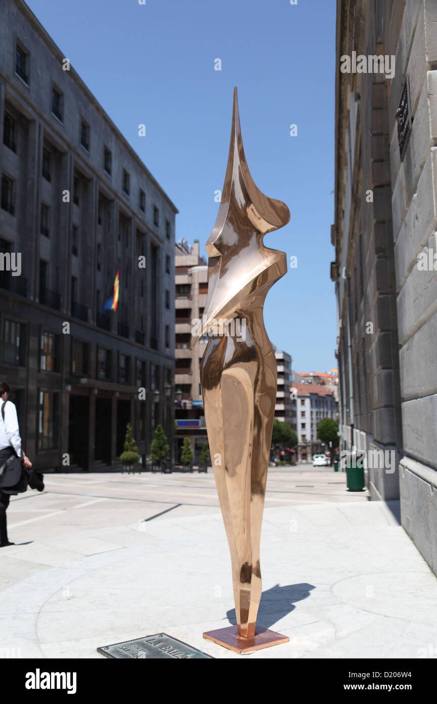 Contemporary polished bronze stylised statue La Bailarina Oviedo Asturias Spain - Stock Image