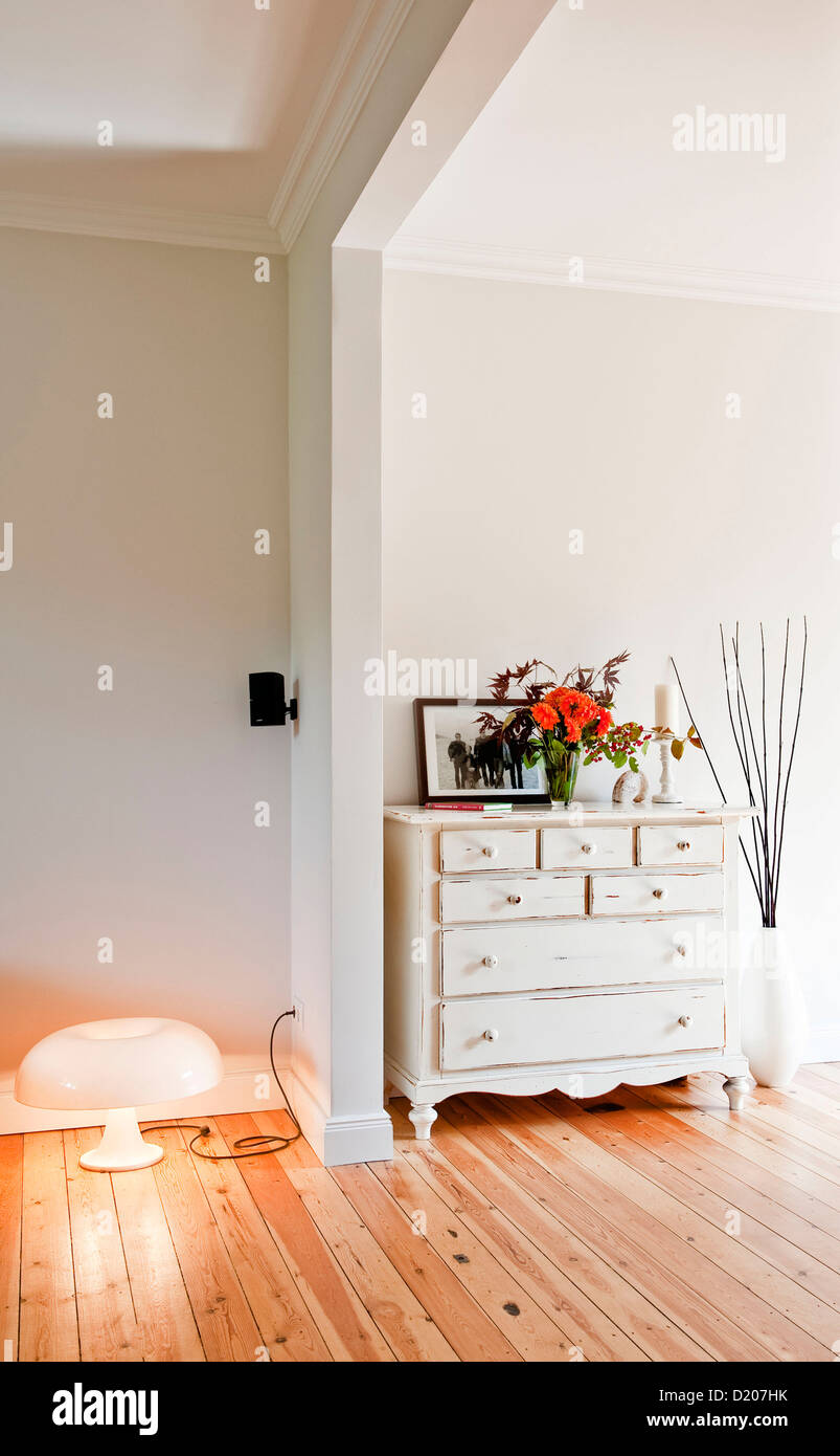 Old fashioned chest of drawers, House furnished in country style, Hamburg, Germany - Stock Image