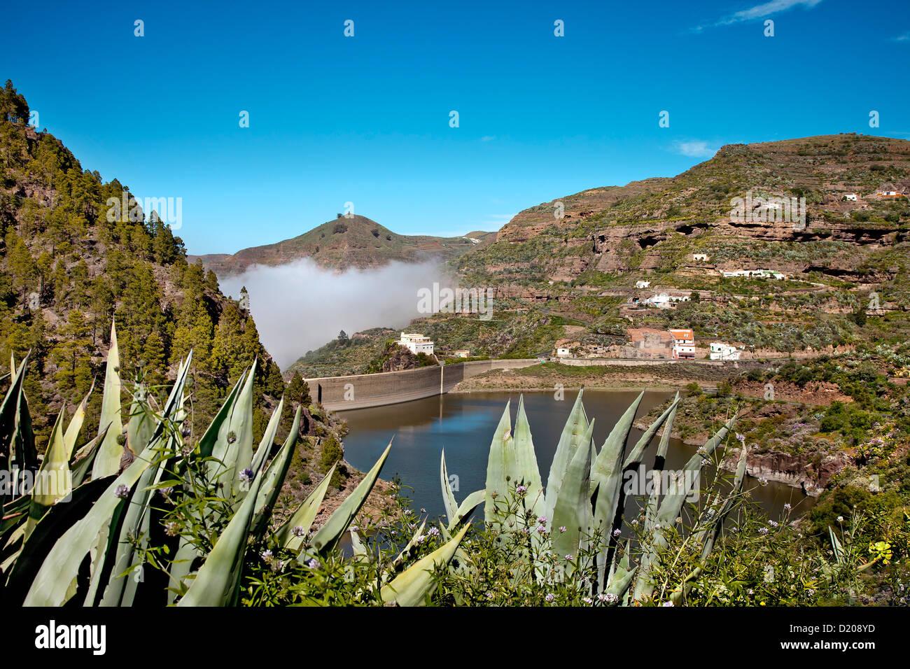 Cumulus cloud over the reservoir Embalse de Los Perez, Gran Canaria, Canary Islands, Spain - Stock Image