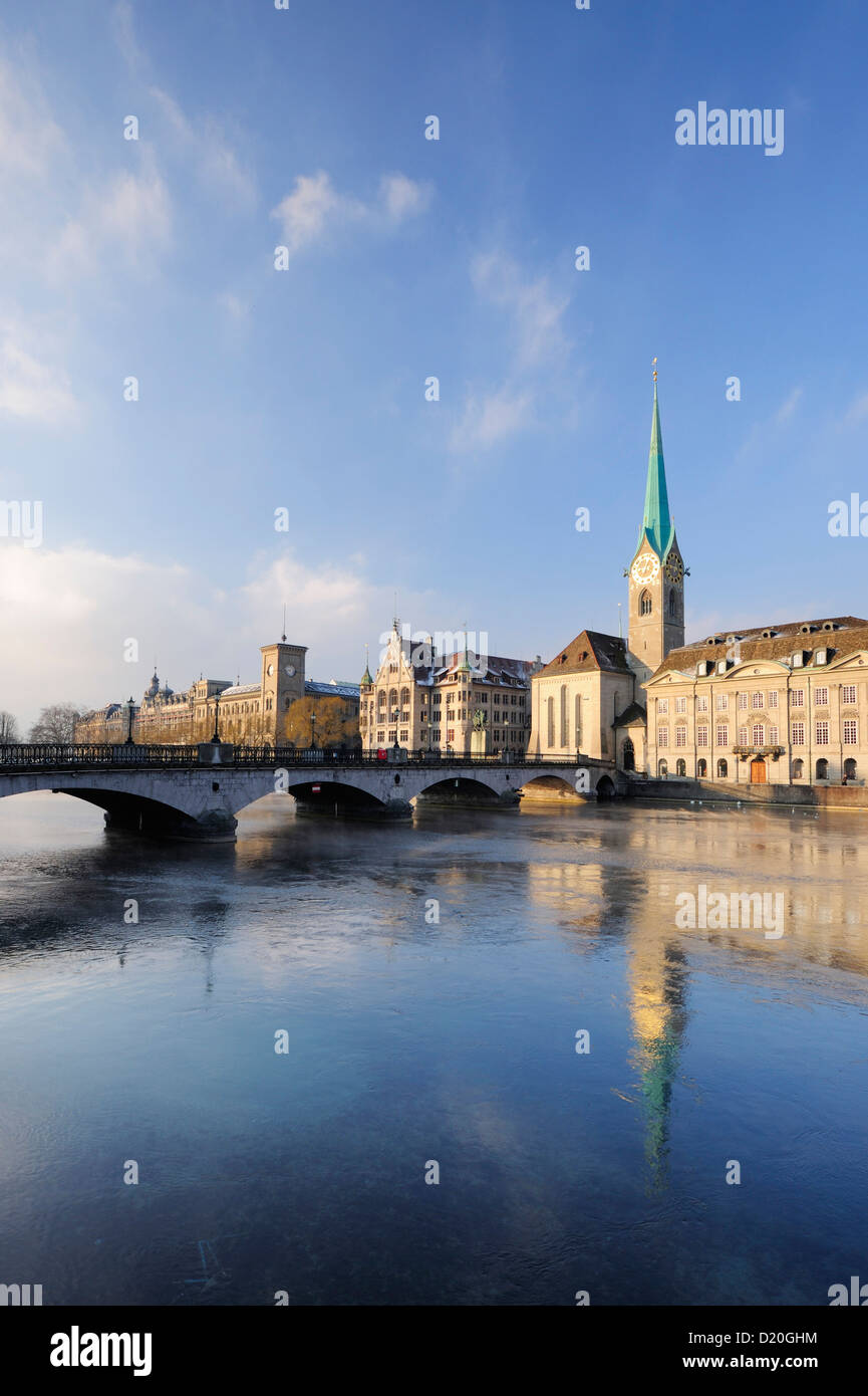 Church Frauenmuenster with river Limmat in foreground, Zurich, Switzerland - Stock Image