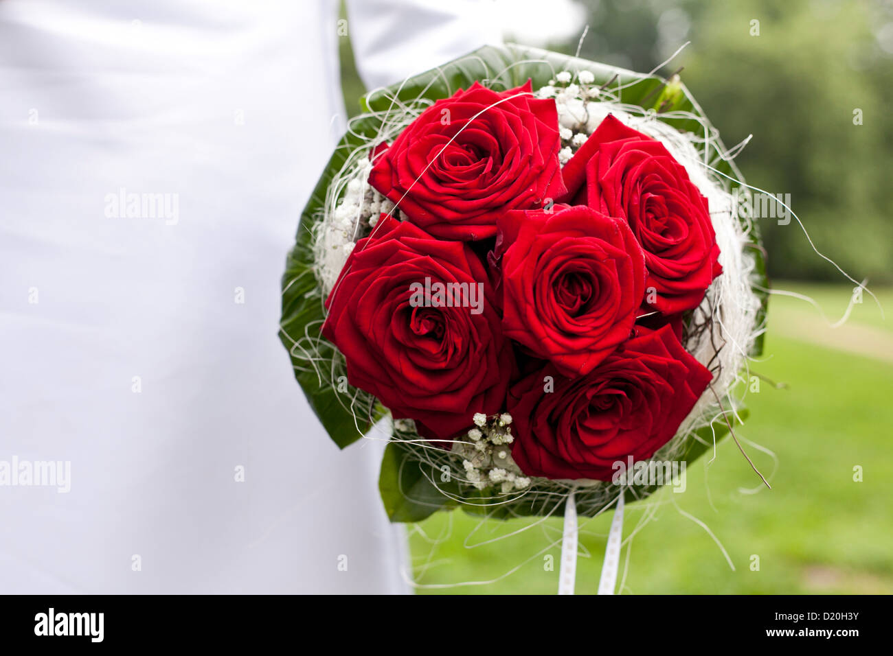 Red And White Bridal Bouquet Stock Photos & Red And White Bridal ...
