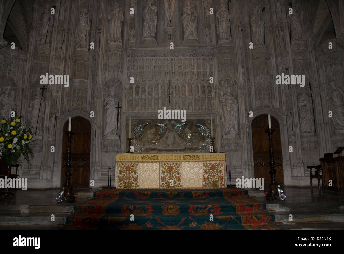 HERTS; ST.ALBANS ABBEY; THE ALTAR; THE RESURRECTION; SHRINE STS.ALBAN & AMPHIBALUS; (DESIGNED BY ALFRED GILBERT) - Stock Image
