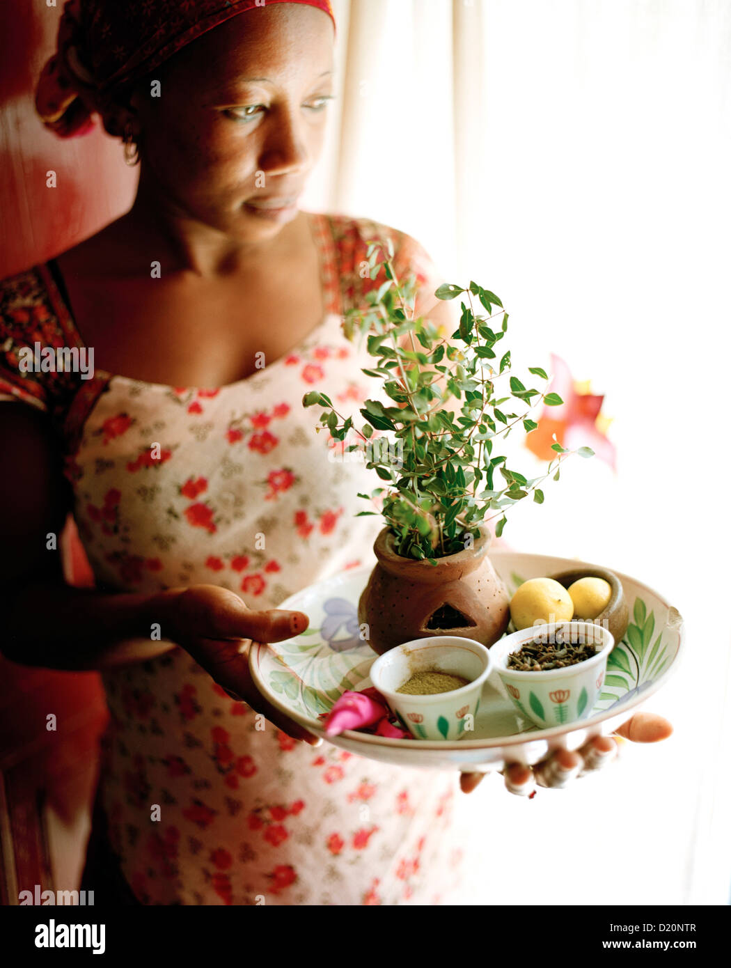 Therapist Acha shows ingredients for henna paste, Mrembo Spa, Mrembo means beautiful woman, old house in the center - Stock Image