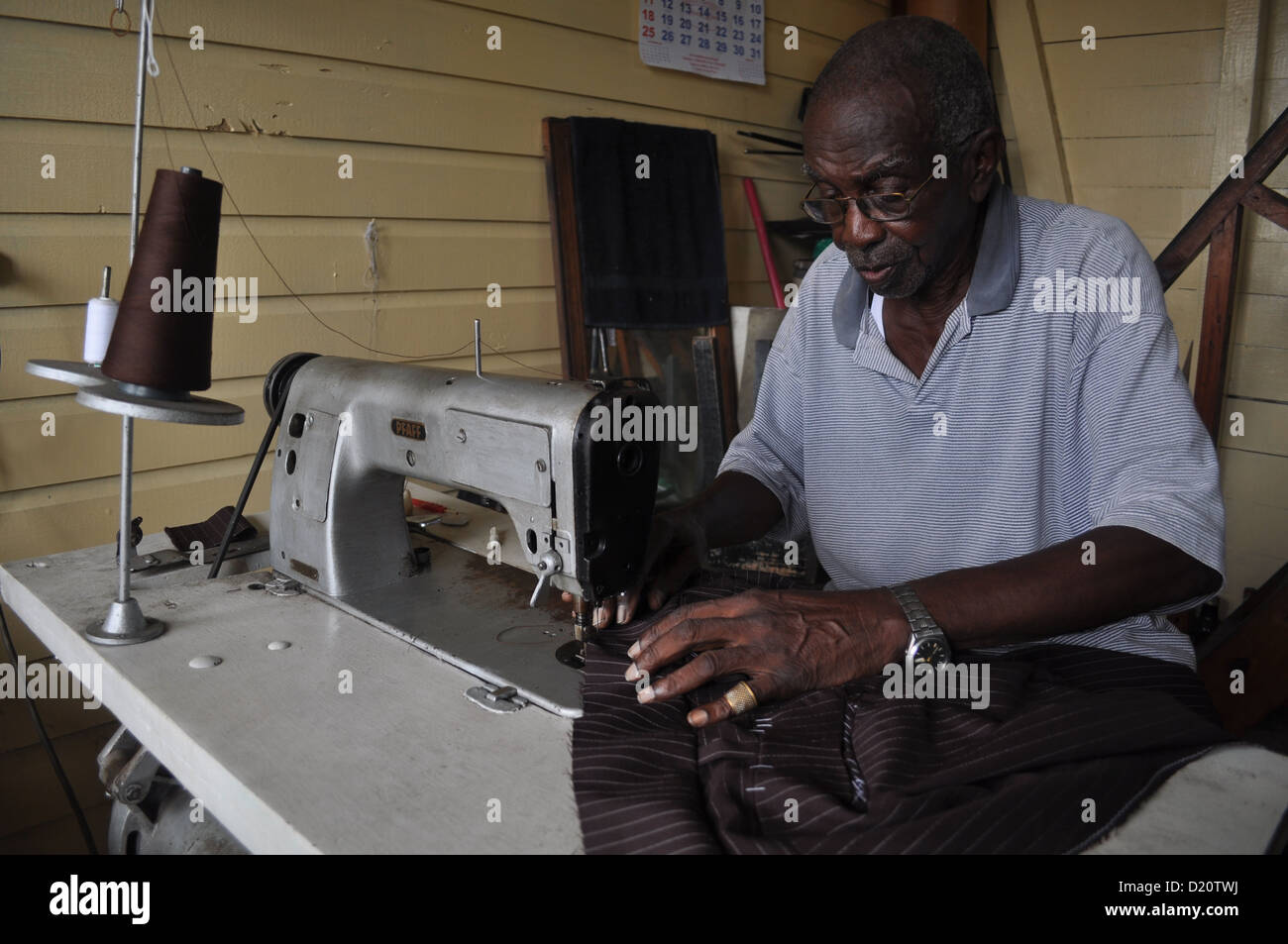 Puerto Limón (Costa Rica): old tailor of African origins - Stock Image