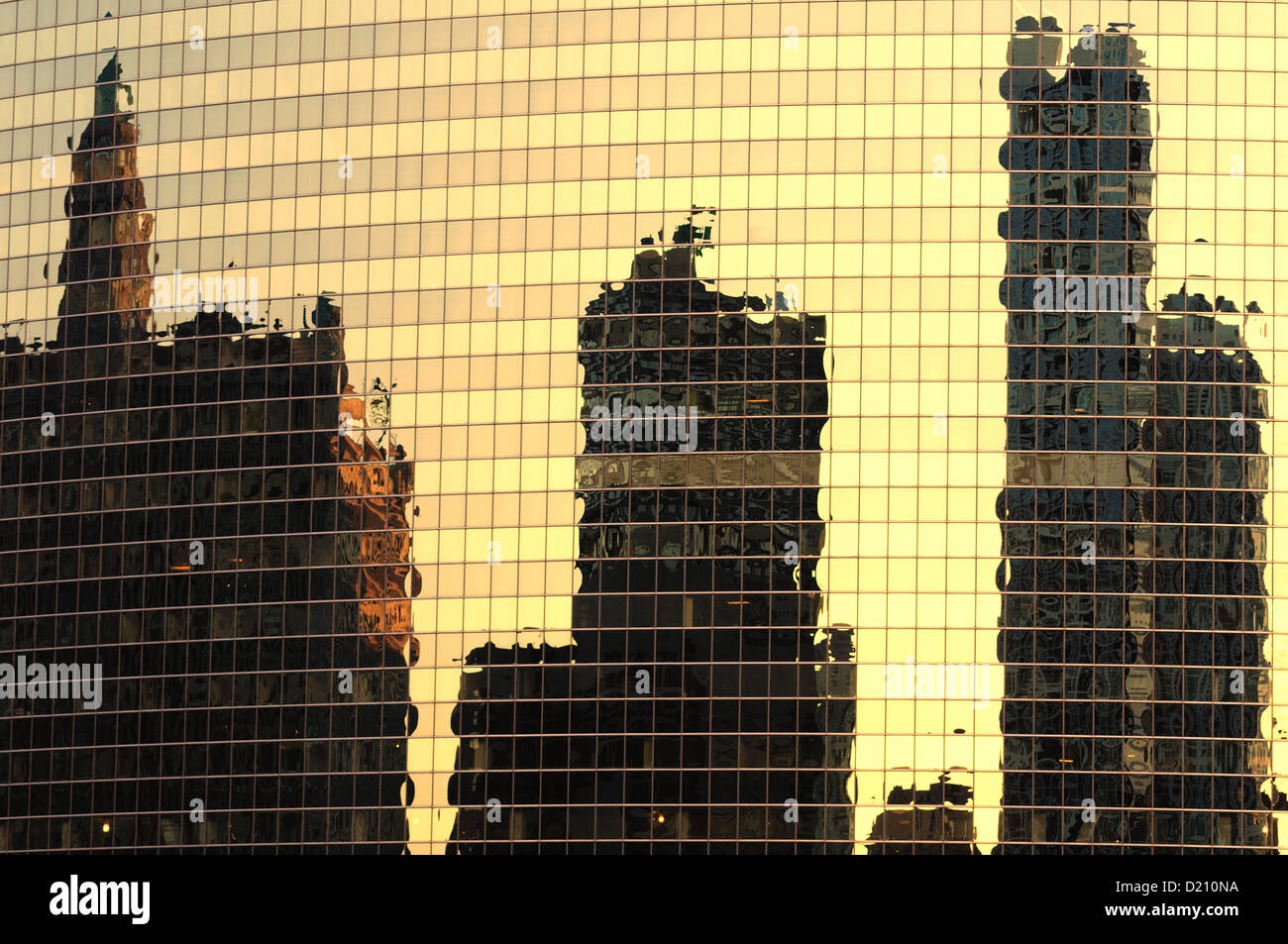 Chicago, Illinois, USA. The 333 West Wacker Drive Building's glass surface creating a distorted reflection. - Stock Image