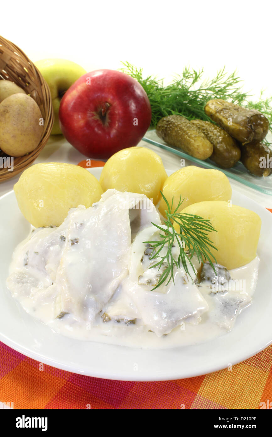 Fragrant potato with sour cream in the oven: satisfying and tasty 16