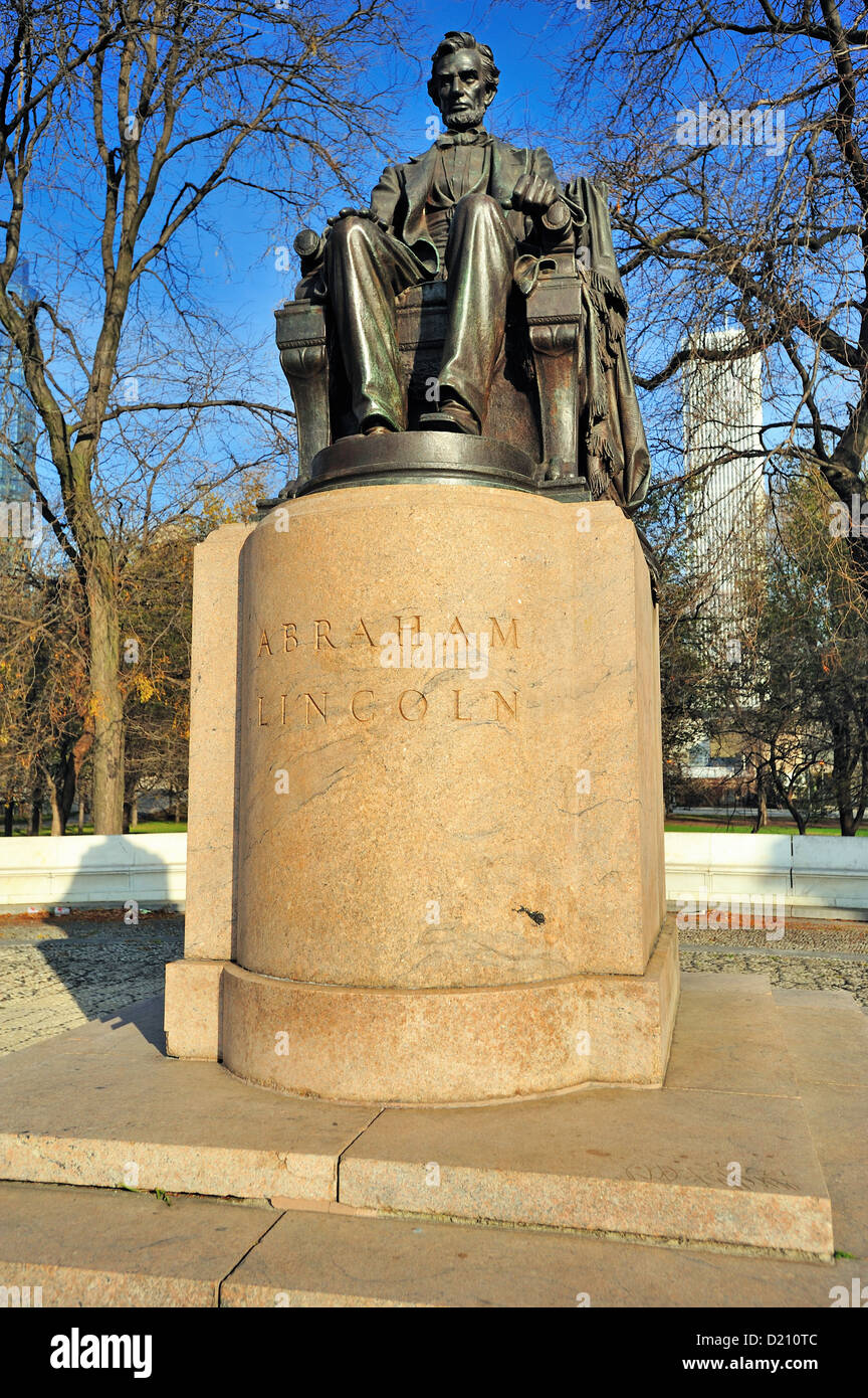 USA Illinois Chicago Grant Park The Head of State bronze statue, also called Seated Lincoln created by Augustus - Stock Image