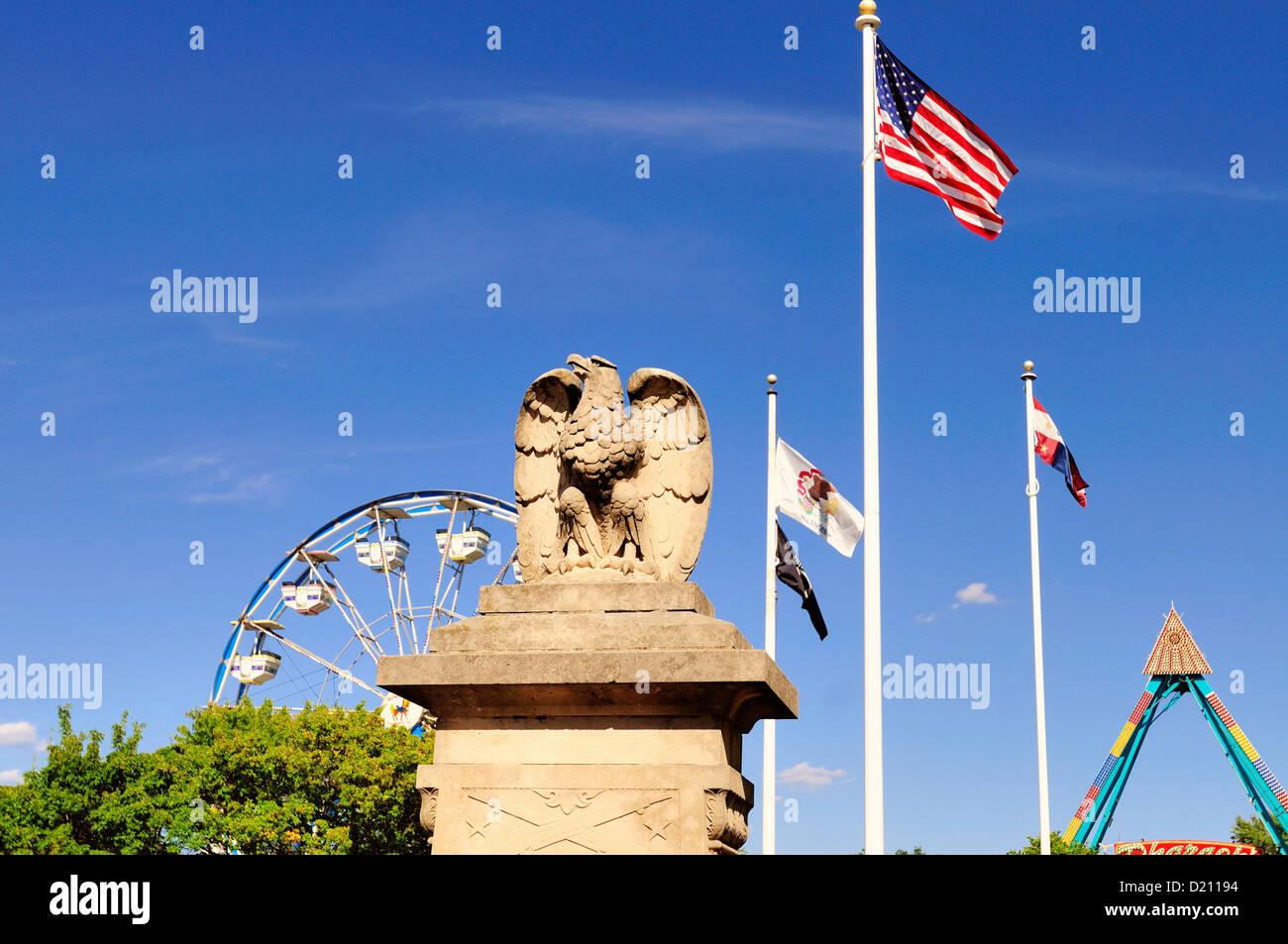 USA Illinois South Elgin World War I Memorial and Ferris wheel at summer community fair. - Stock Image