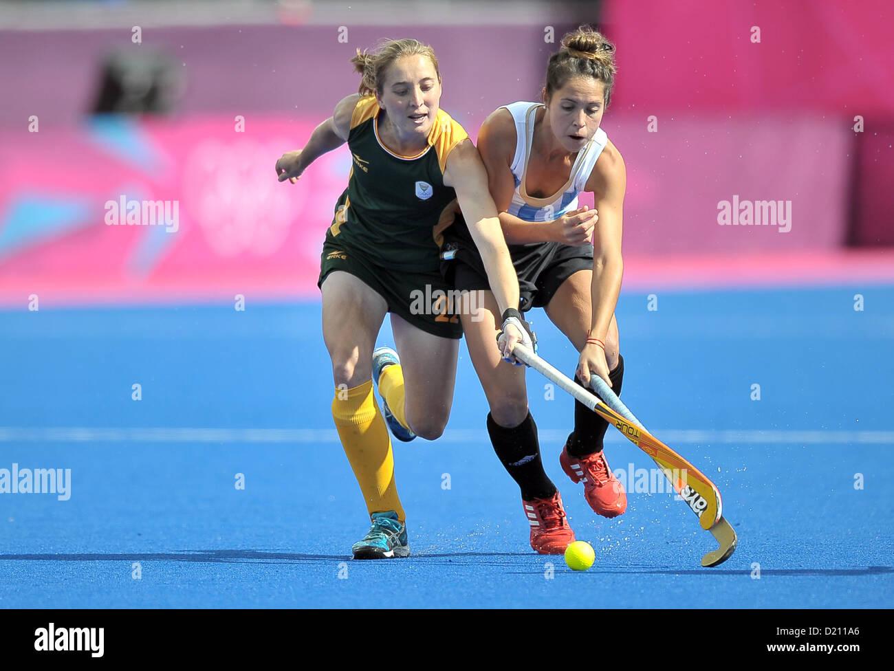 Rocio Sanchez Moccia (Argentina, right) and Kathleen Taylor (South Africa). ARG Vs RSA. Womens Hockey. Riverside - Stock Image