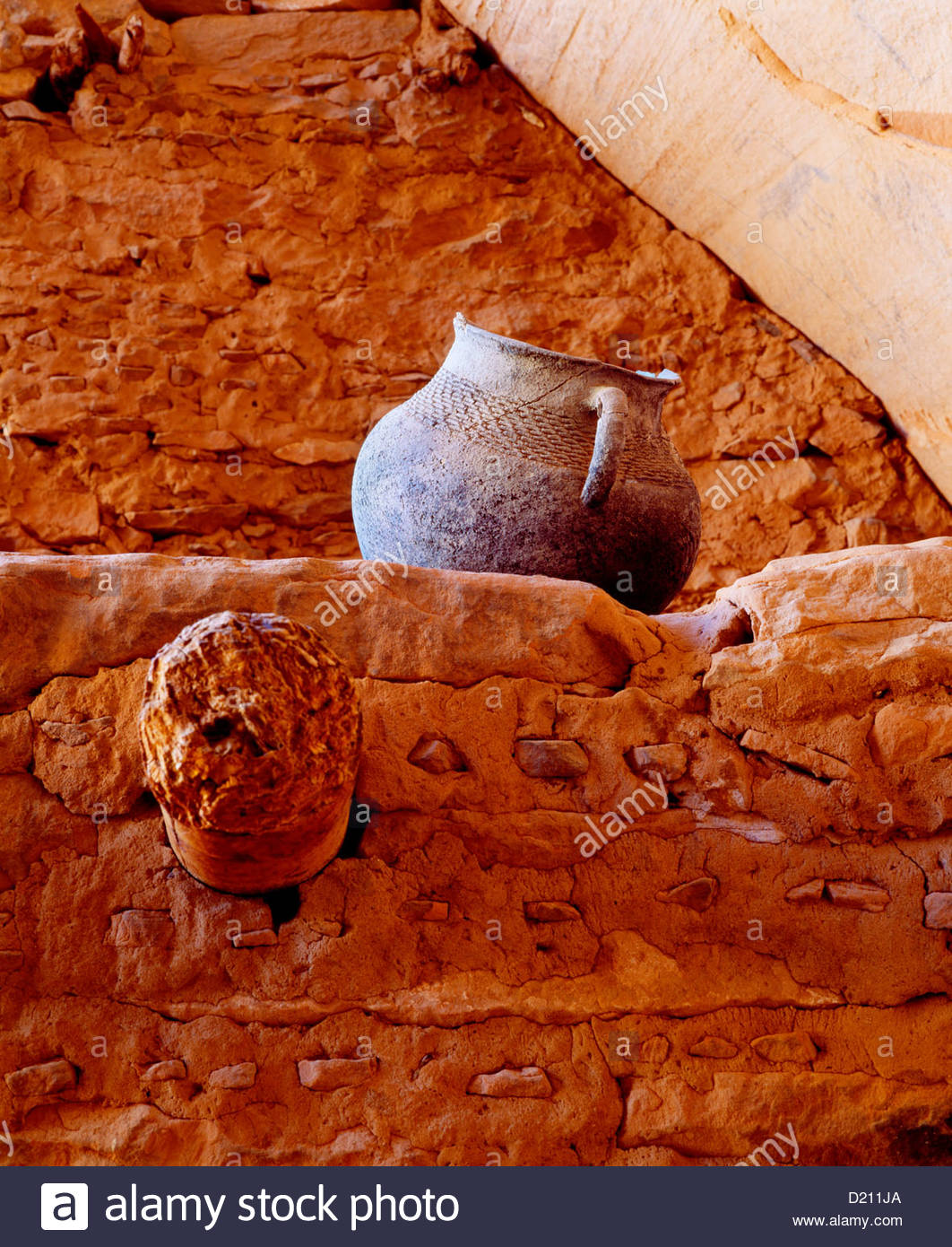 Kayenta Anasazi corrugated jar at Keet Seel cliff dwelling. Navajo National Monument, Arizona. - Stock Image