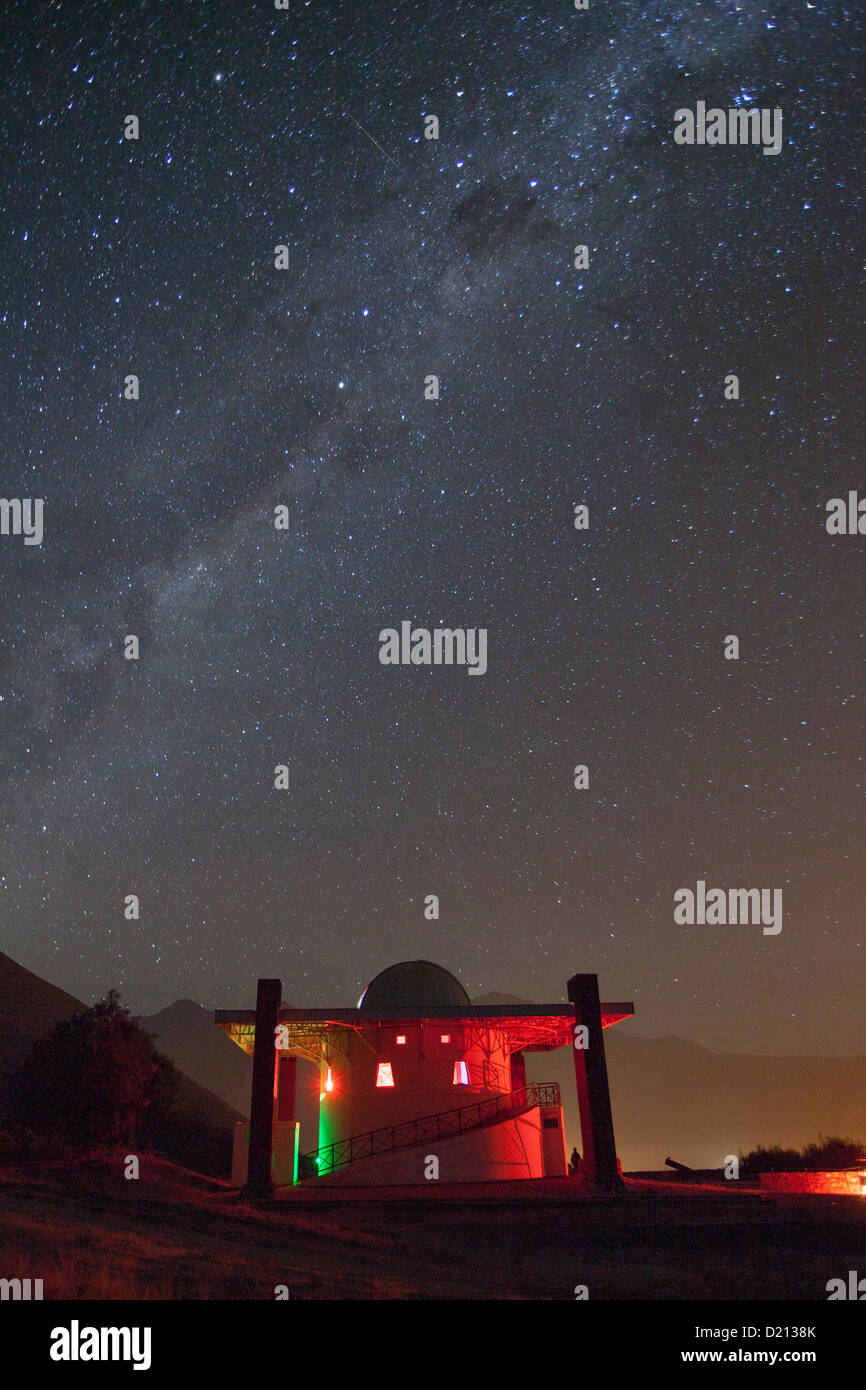 Shooting star streaks through Milky Way in clear night sky above Mamalluca Observatory, near Coquimbo, Coquimbo, - Stock Image