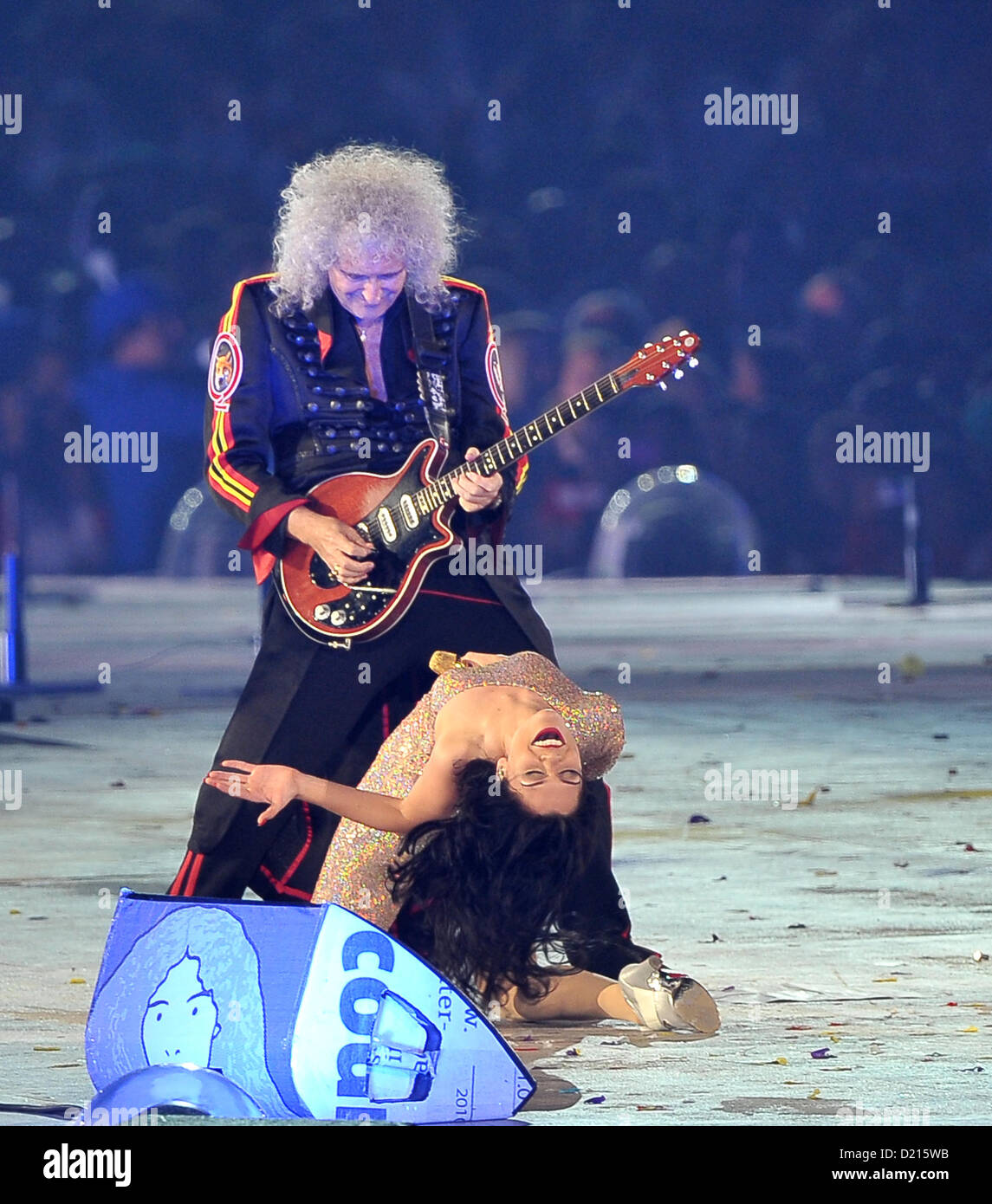 Queen with Jessie J. Closing Ceremony - Stock Image