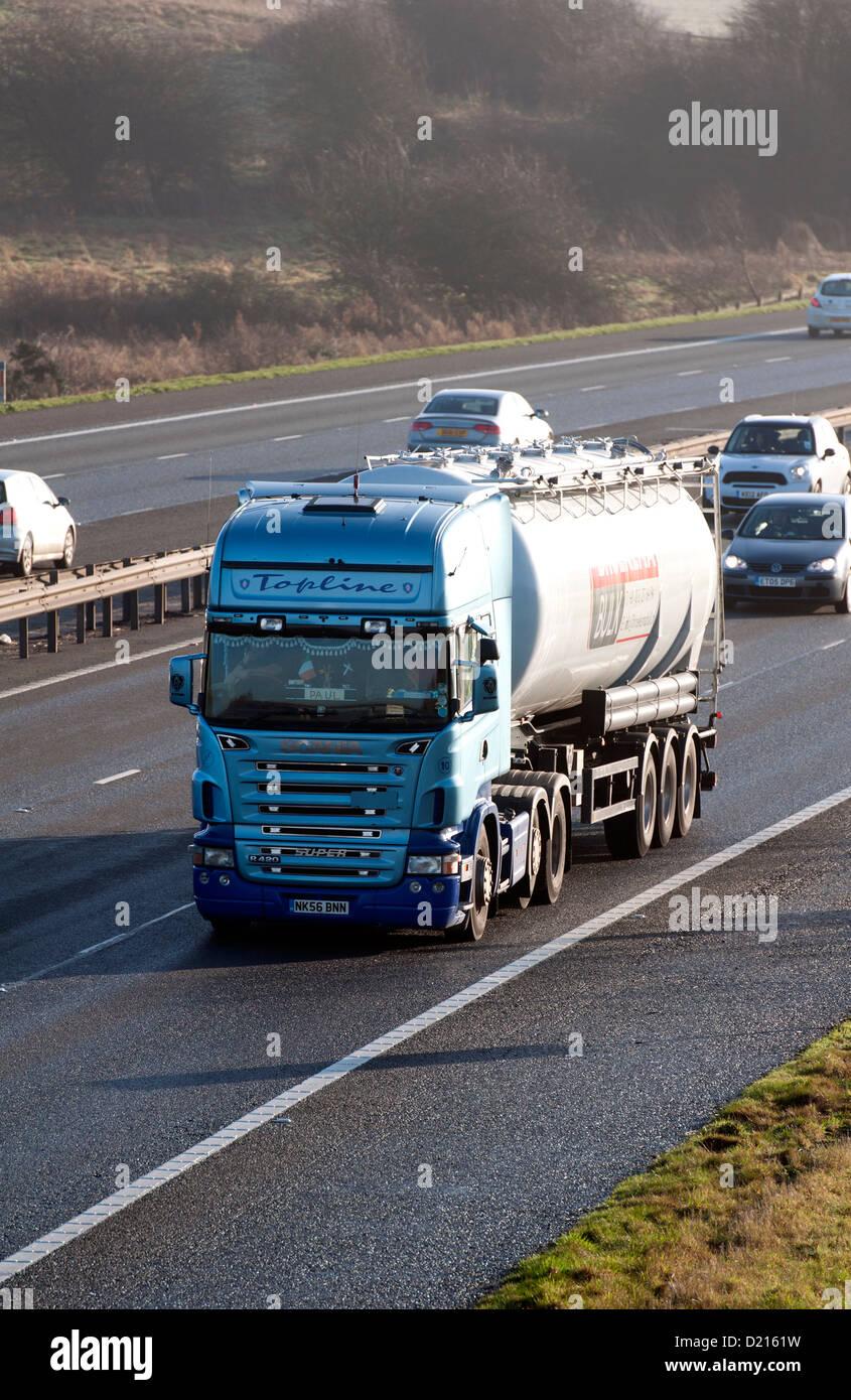 Bulk tanker lorry on M40 motorway, UK - Stock Image