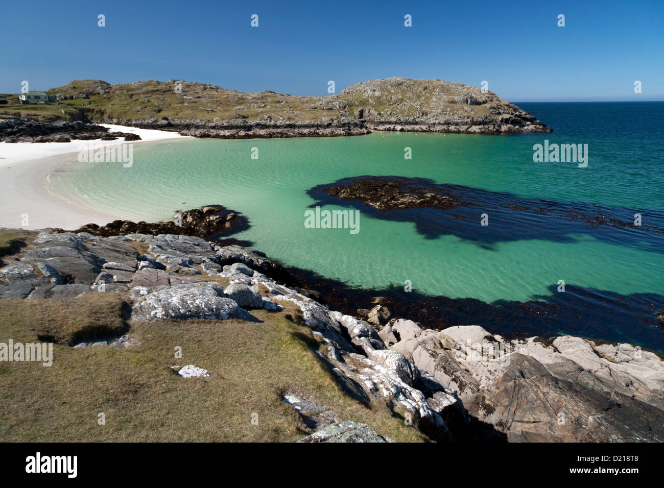 The beach at Achmelvich, near Lochinver in Sutherland on the west coast of Scotland. - Stock Image