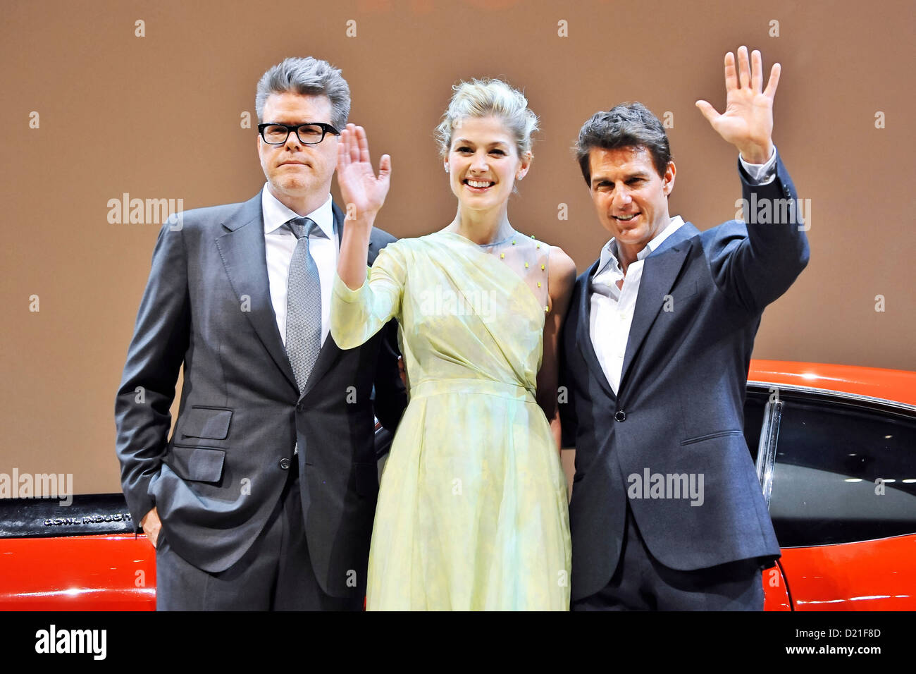 Director Christopher McQuarrie, actress Rosamund Pike and actor Tom Cruise attend the 'Jack Reacher' Japan - Stock Image