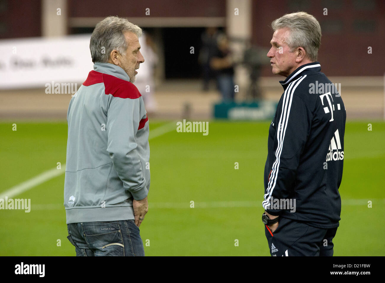 Munich's head coach Jupp Heynckes talks with Lekhwiya Sports Club's head coach Eric Gerets during a test - Stock Image