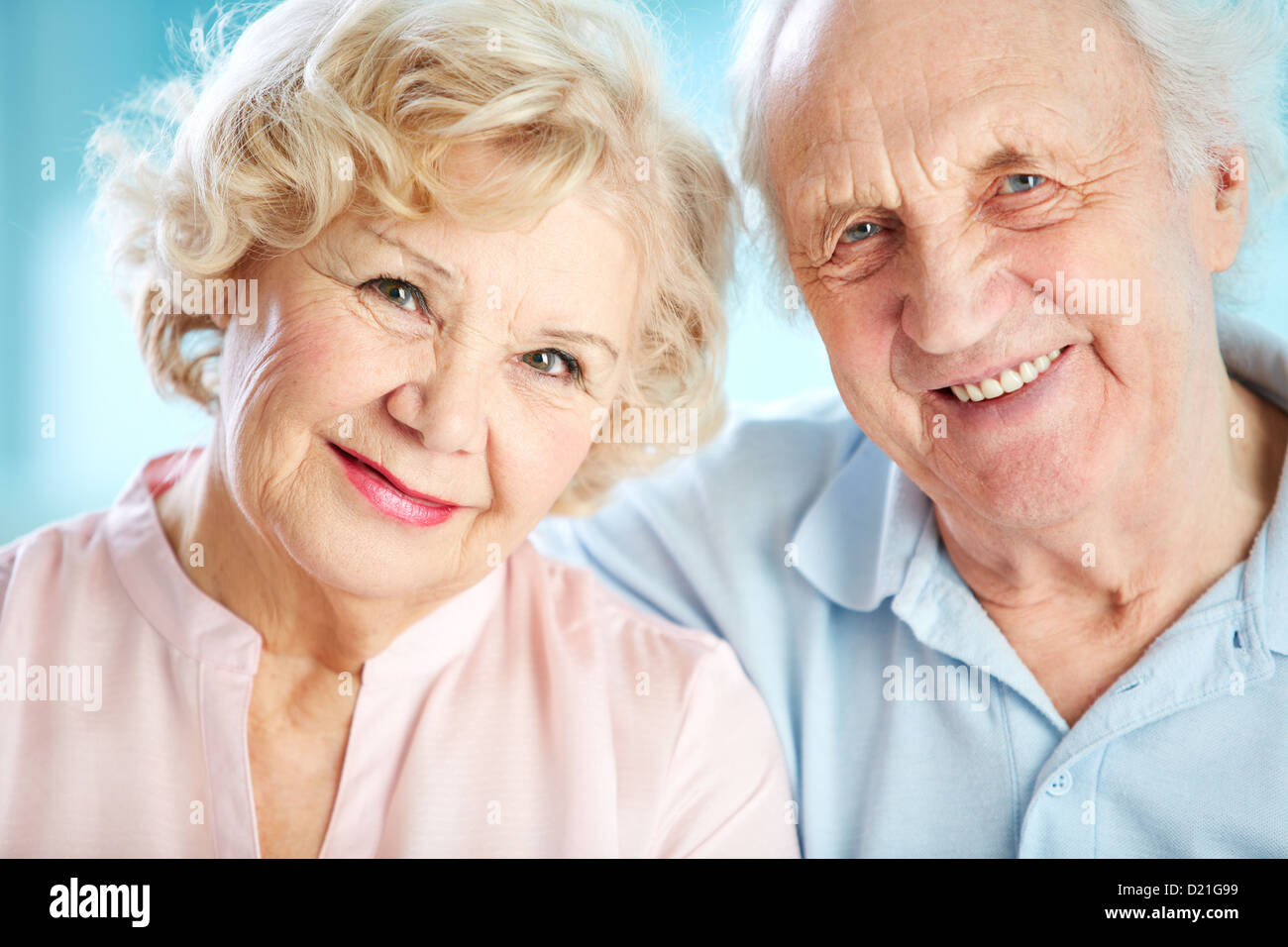 Close-up portrait of a charming elder couple looking at the viewer with a smile - Stock Image