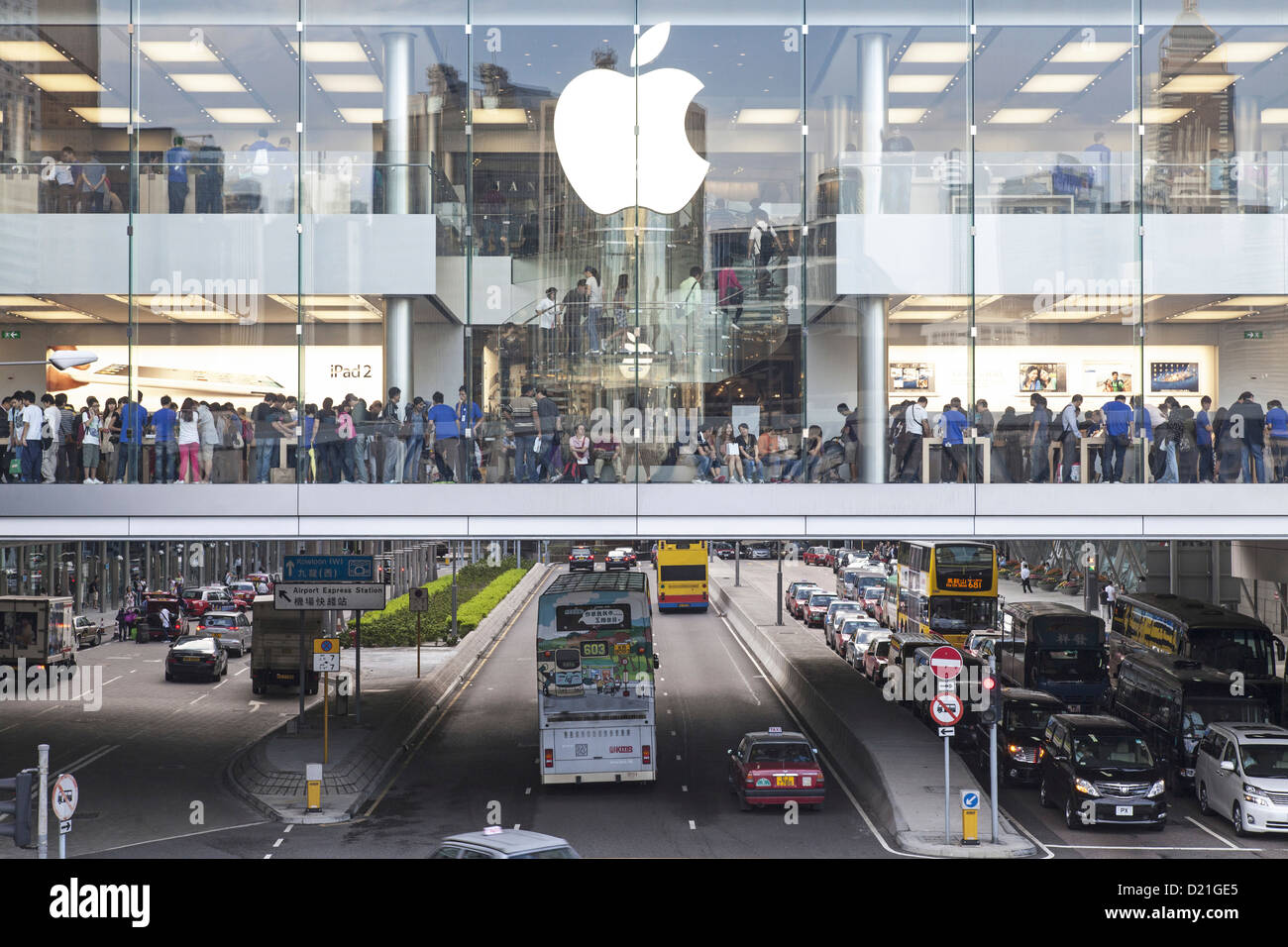 Apple store retail space above busy street, IFC Mall, Hongkong, China, Asia Stock Photo